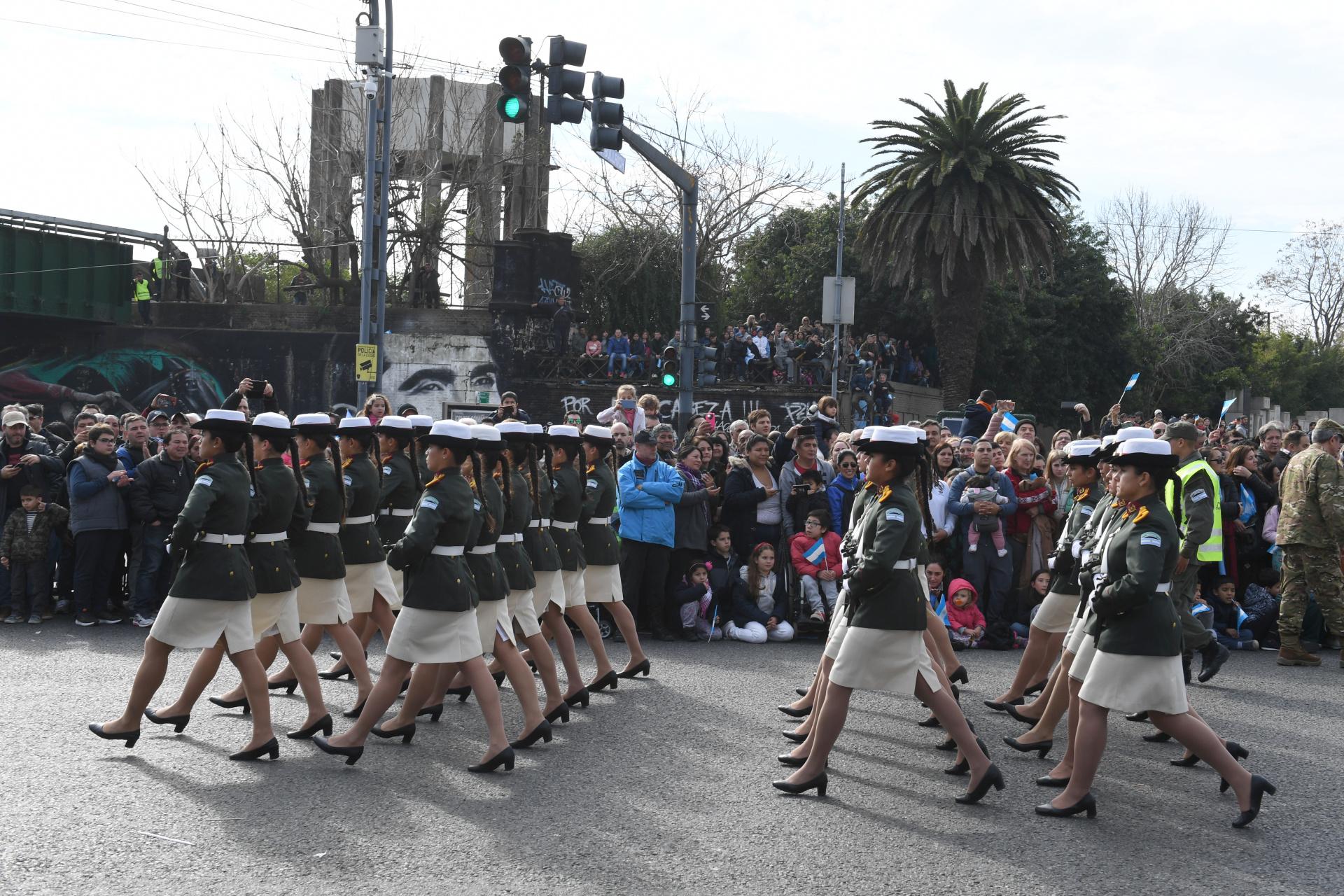 Las fuerzas armadas desplegaron a cientos de efectivos durante el desfile