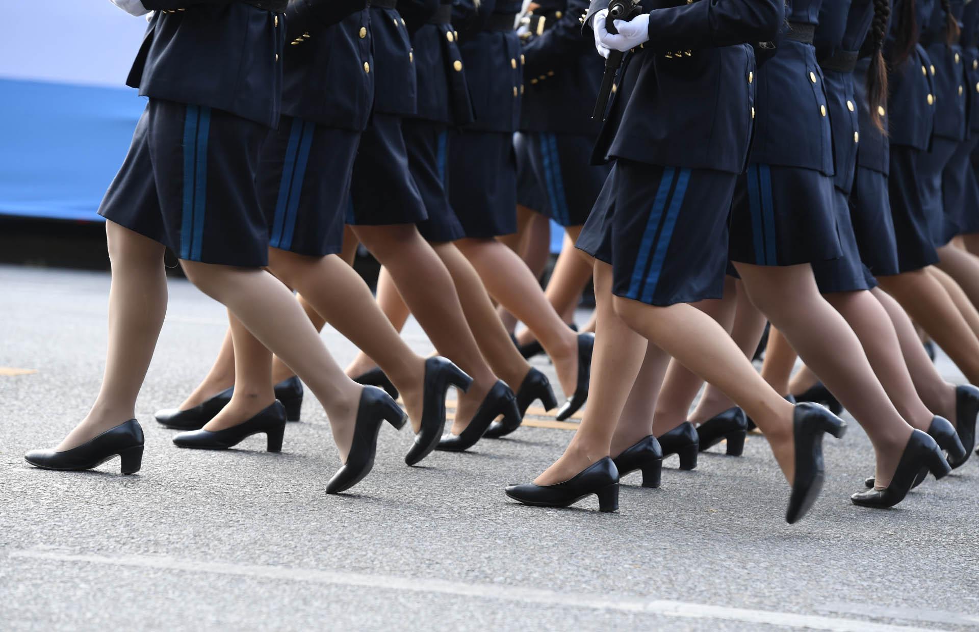 Mujeres de la Policía Federal durante el desfile en la avenida del Libertador(Maximiliano Luna)