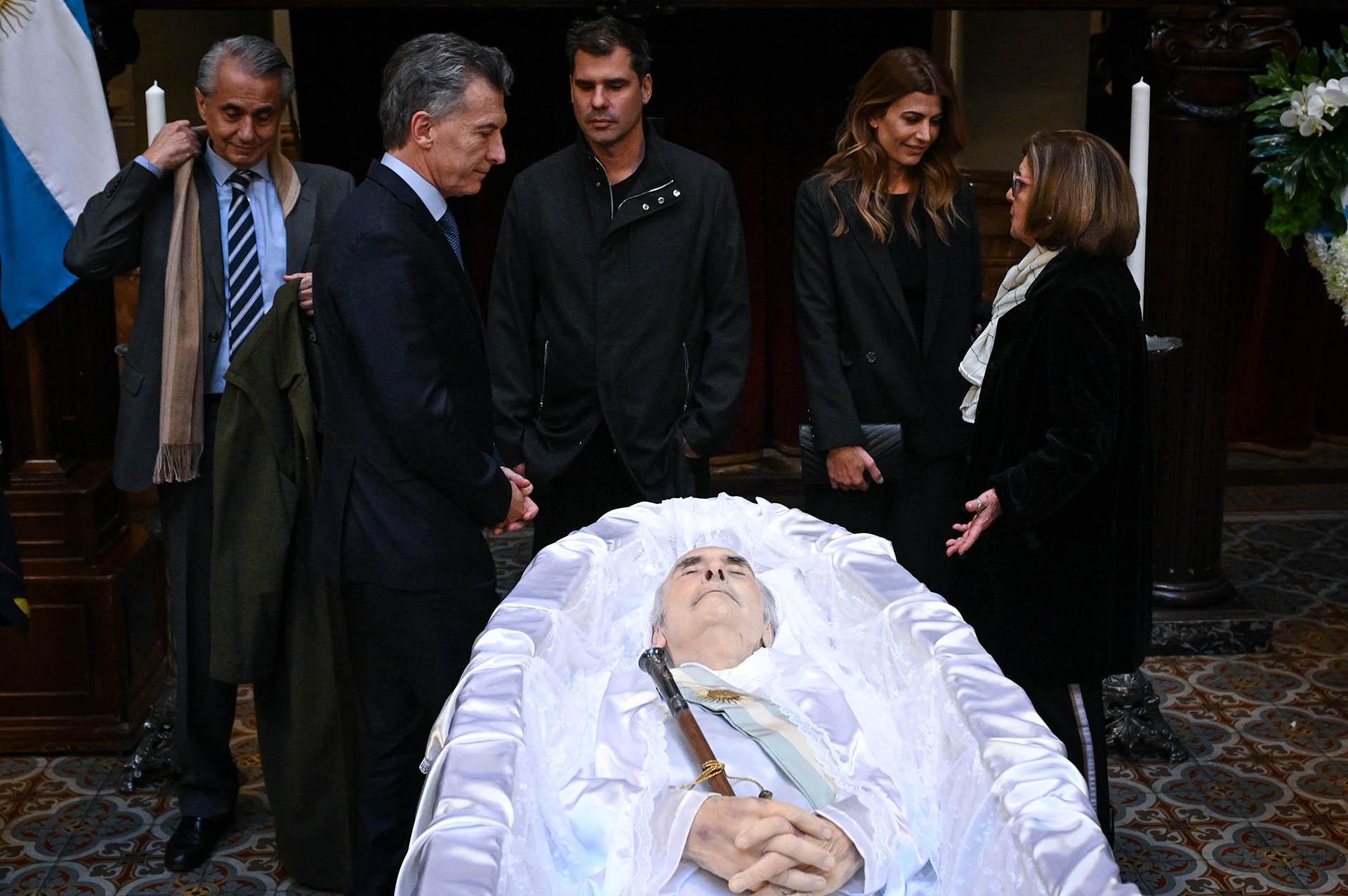 Macri y Awada saludan a la familia