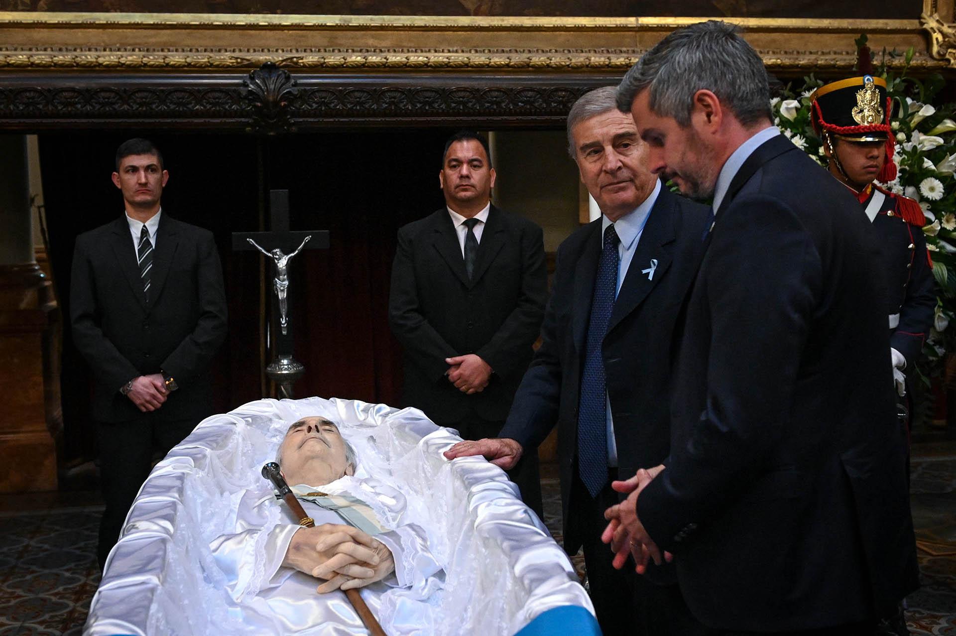 El ministro de Defensa Oscar Aguad y Marcos Peña