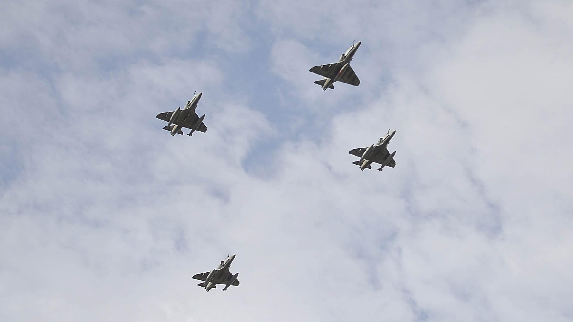 Cuatro aviones cazabombarderos A4AR Fighting Hawk