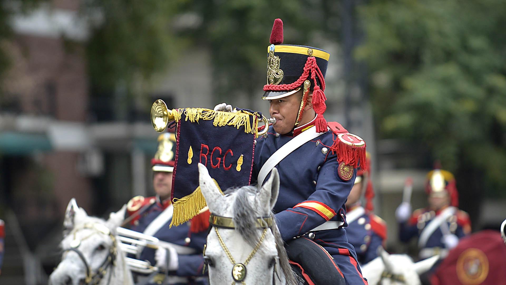 Uno de los soldados que integra la Fanfarria Alto Perú del Regimiento de Granaderos a Caballo