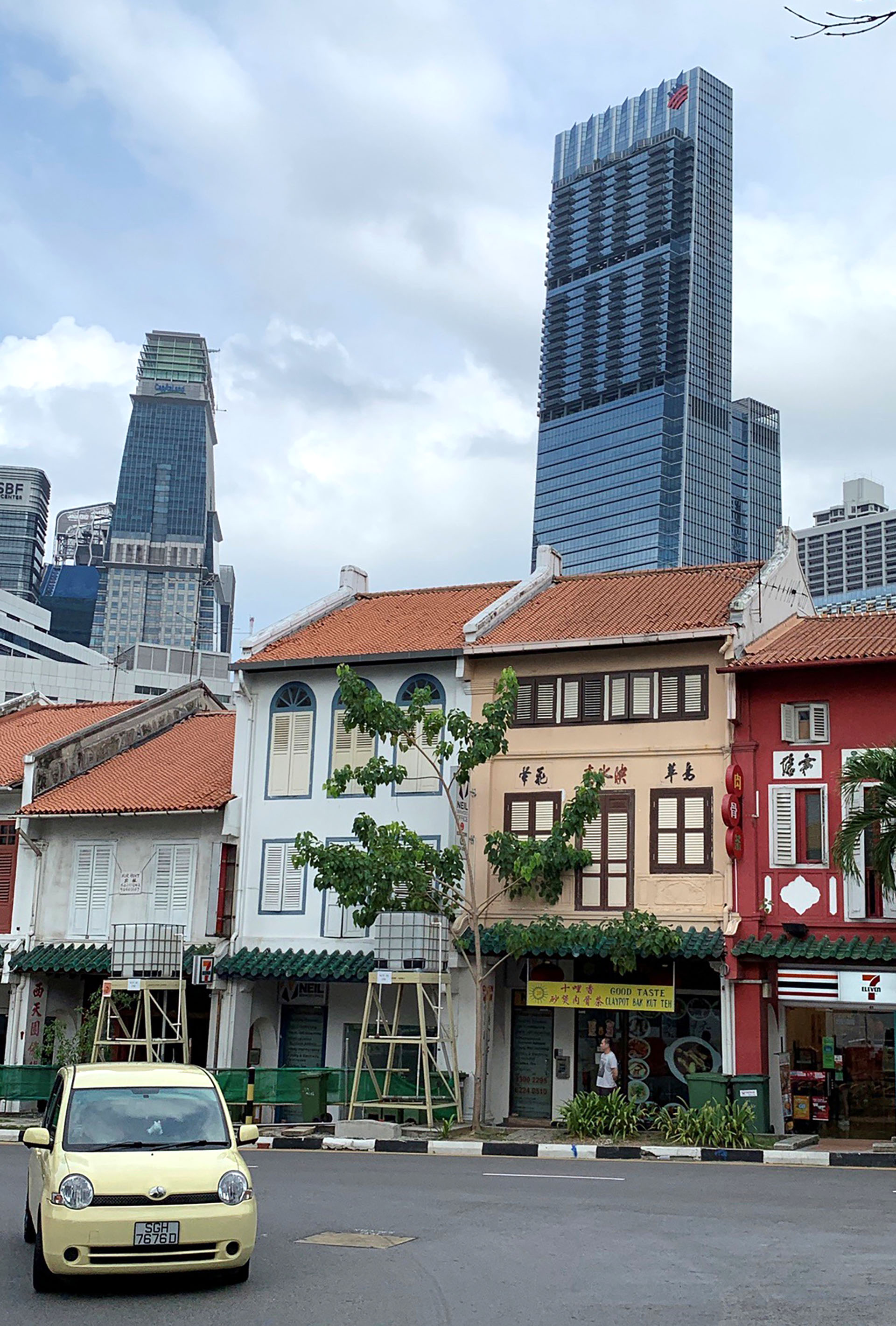 La vista al rascacielos desde un barrio comercial (Reuters)