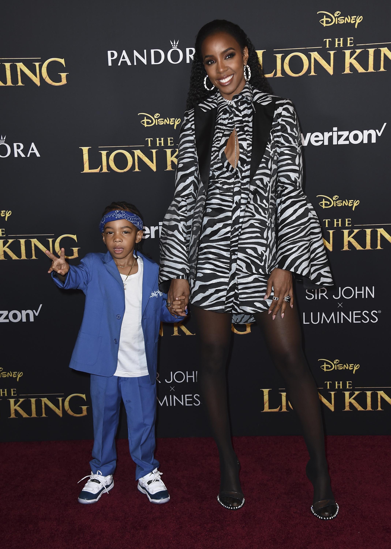 Kelly Rowlandy su hijo Titan (Foto de Jordan Strauss/ Invision/ AP)