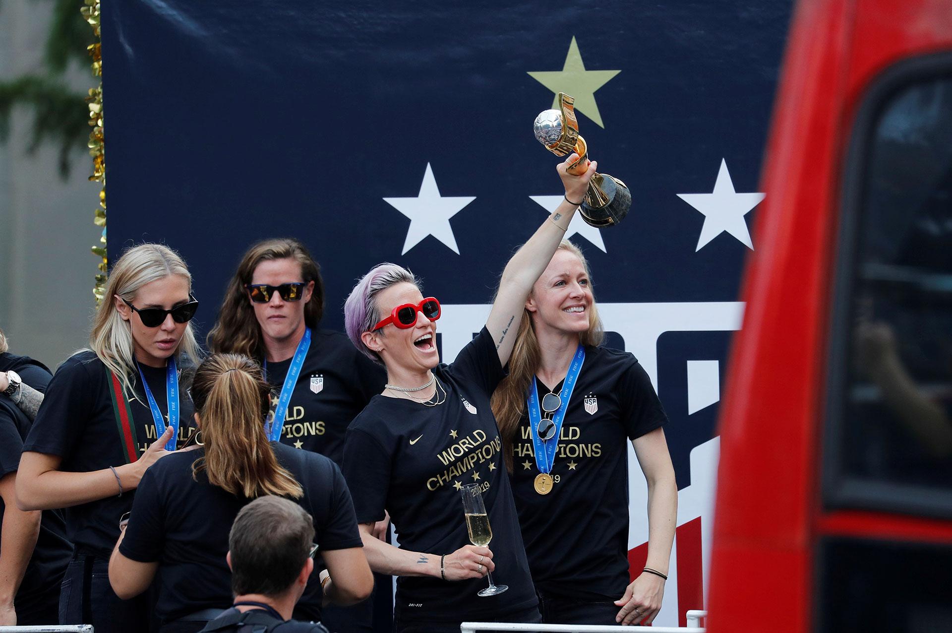 """Megan Rapinoe, la capitana, se ha convertido en estrella y símbolo de miles de niñas, así como azote de Trump: """"Tenemos que amar más y odiar menos"""""""