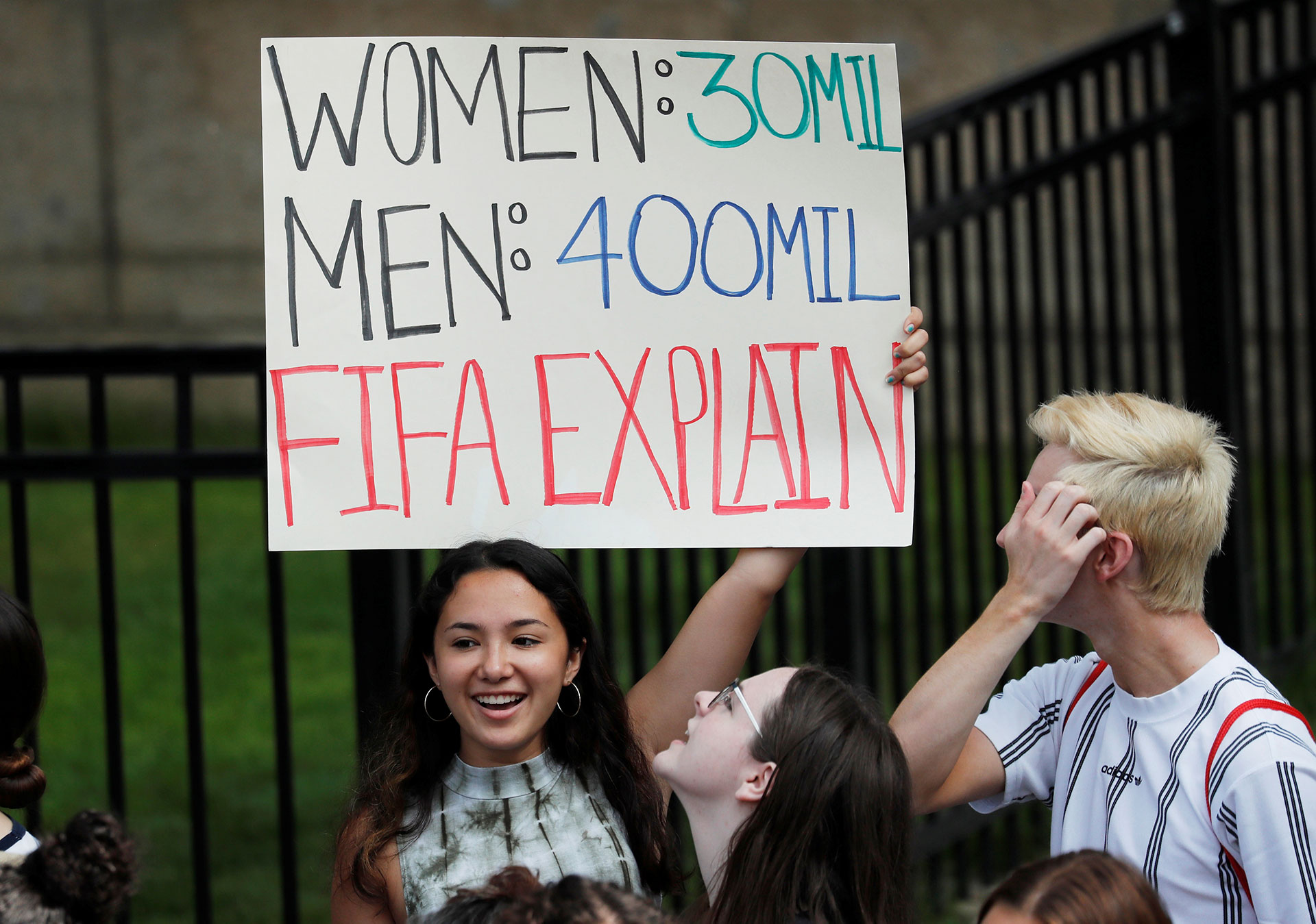 El reclamo a la FIFA estuvo presente en los festejos
