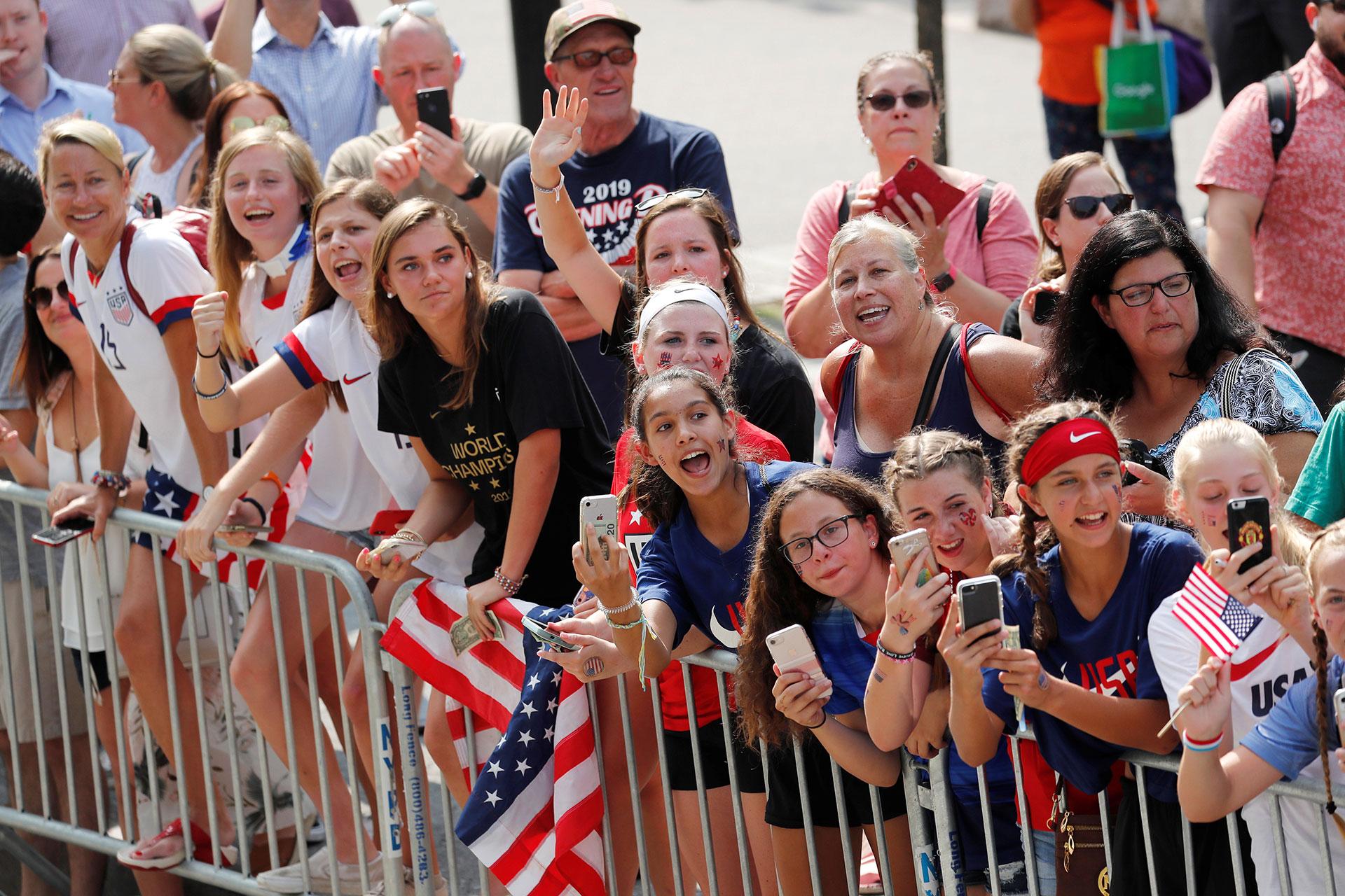 Miles de neoyorquinos recibieron este miércoles a las flamantes ganadoras del Mundial de fútbol disputado en Francia