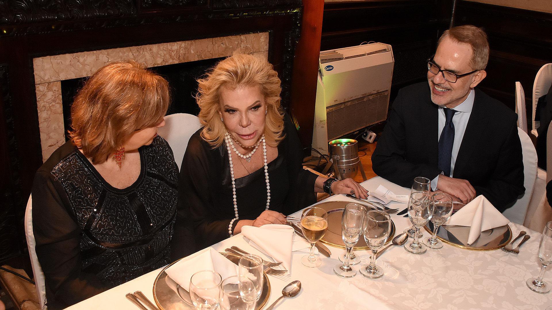 Dodero estuvo en la mesa principal junto a la ministra de salud porteña y el embajador de Grecia