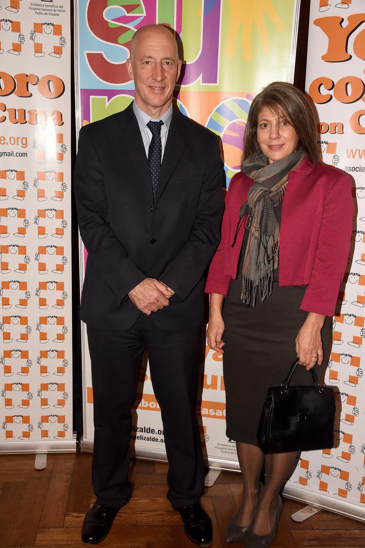El embajador británico Mark Kent junto a su mujer, Martine Delogne, estuvieron entre los invitados