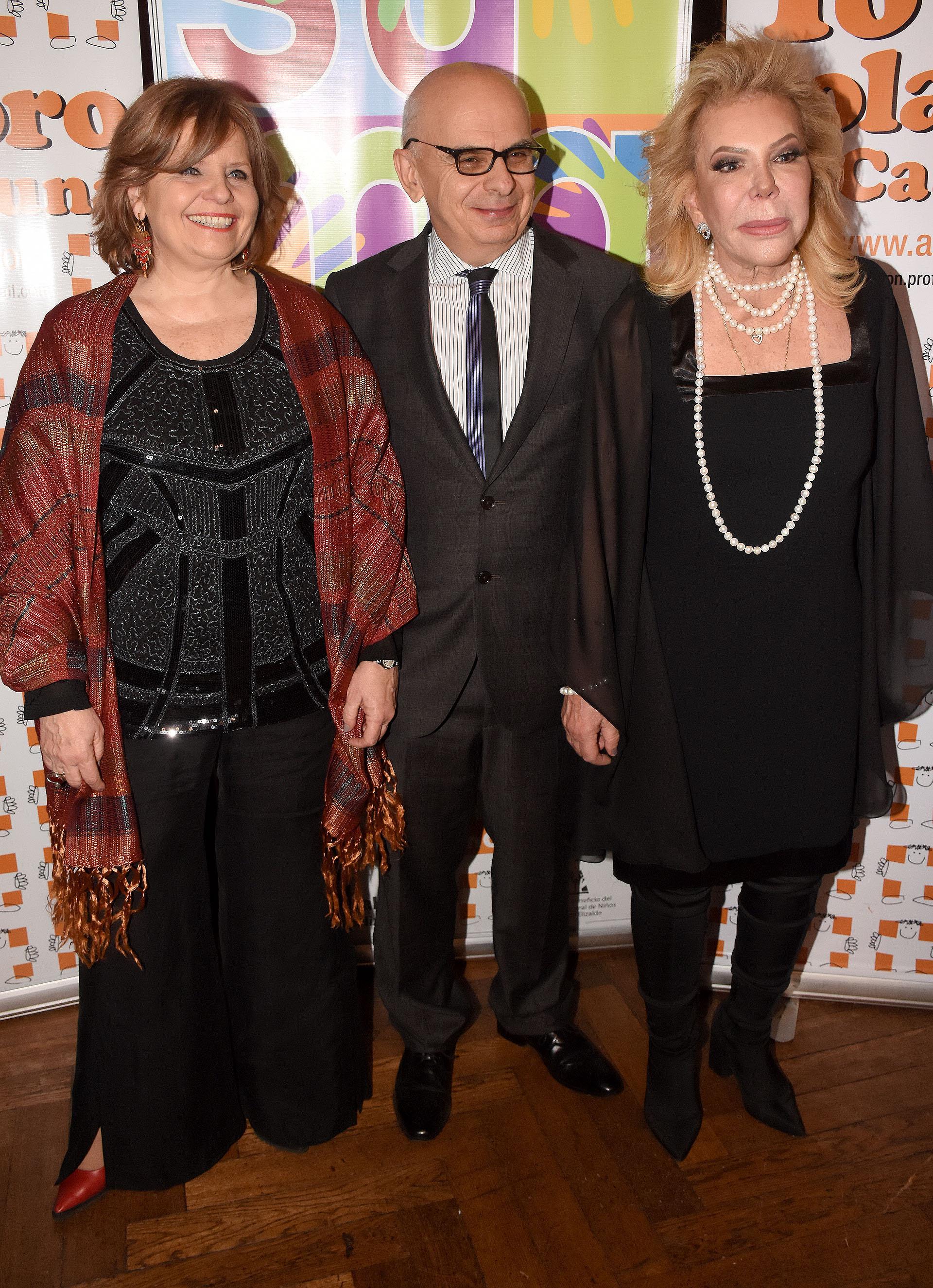 La ministra de Salud porteña, Ana María Bou Pérez y el director del Hospital de Niños Dr Pedro de Elizalde, Javier Indart de Arza, junto a la la madrina del Hospital, Marina Dodero