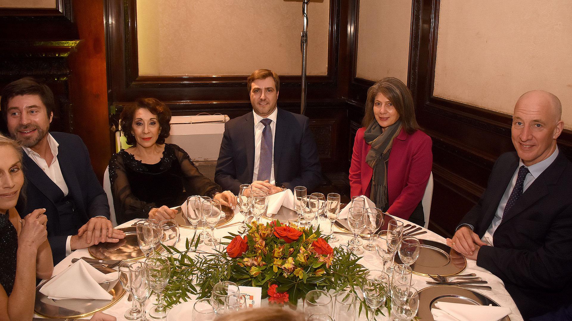 De izquierda a derecha: Walter Ramírez Moyano, Graciela Pérez Lastra, Steven Wainer, Martine Delogne y el embajador Mark Kent