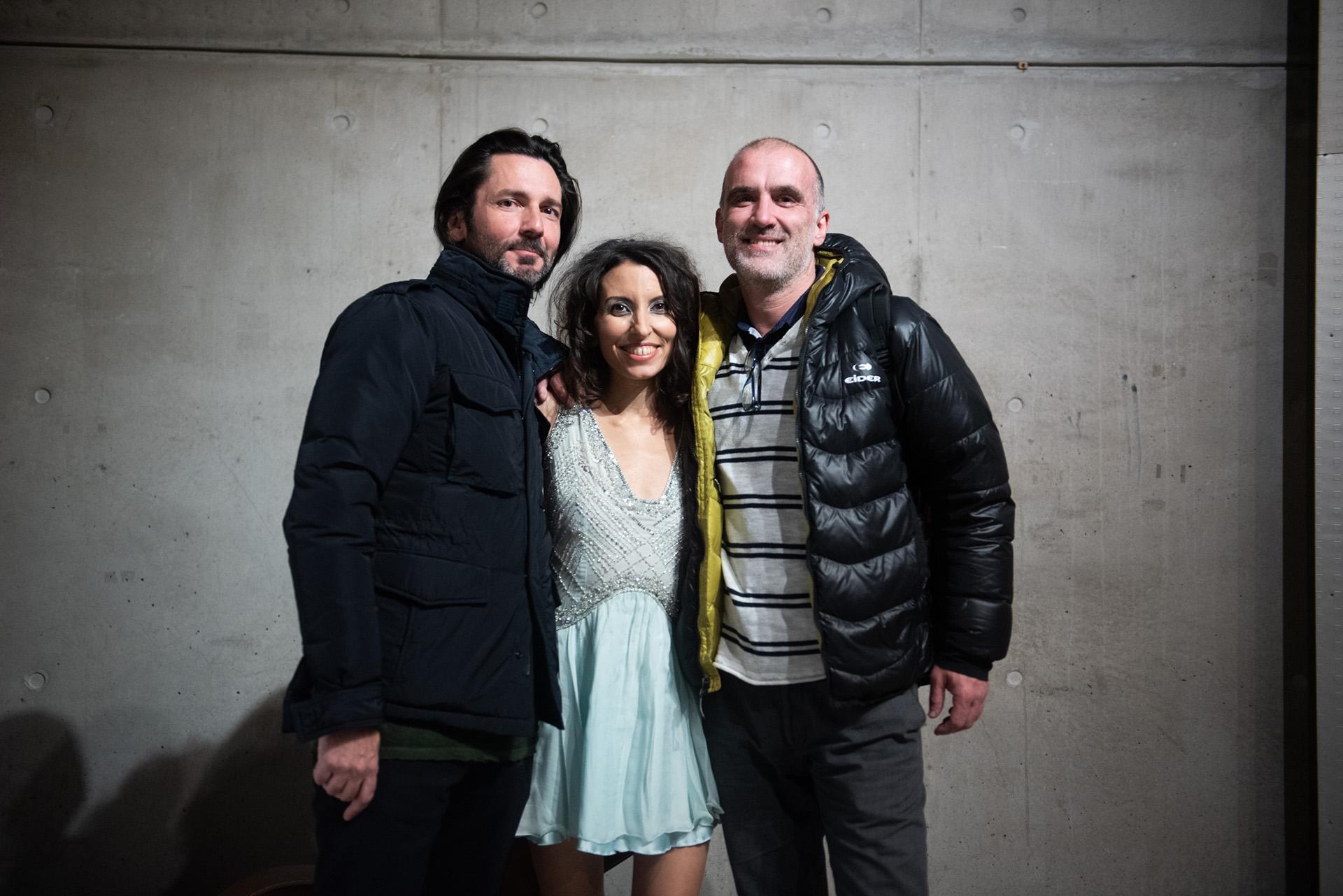 Sumaia con Eugenio Blanco y Francisco Ghelfi integrantes de la banda