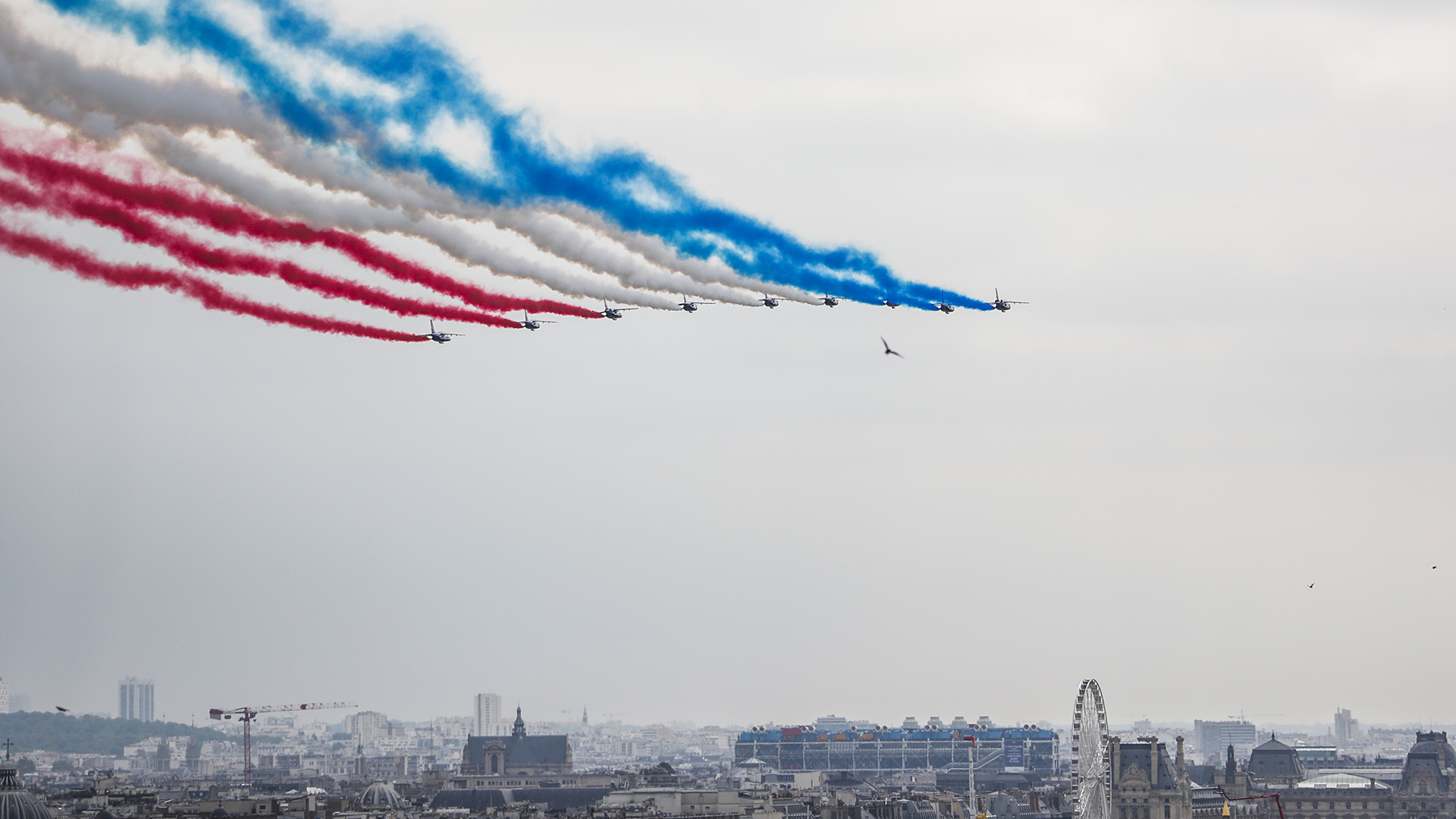 La Patrouille de France dibuja los colores de la bandera en el cielo
