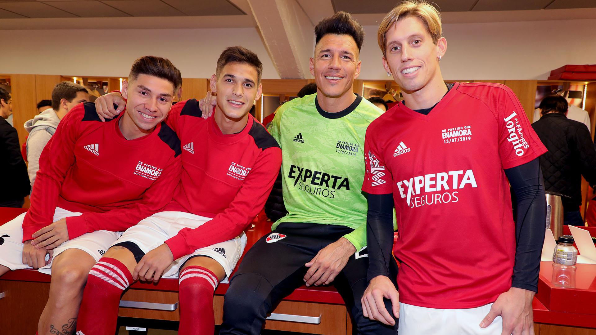 Montiel, Martínez Quarta, Bologna y Rossi en el vestuario antes de que inicie la despedida