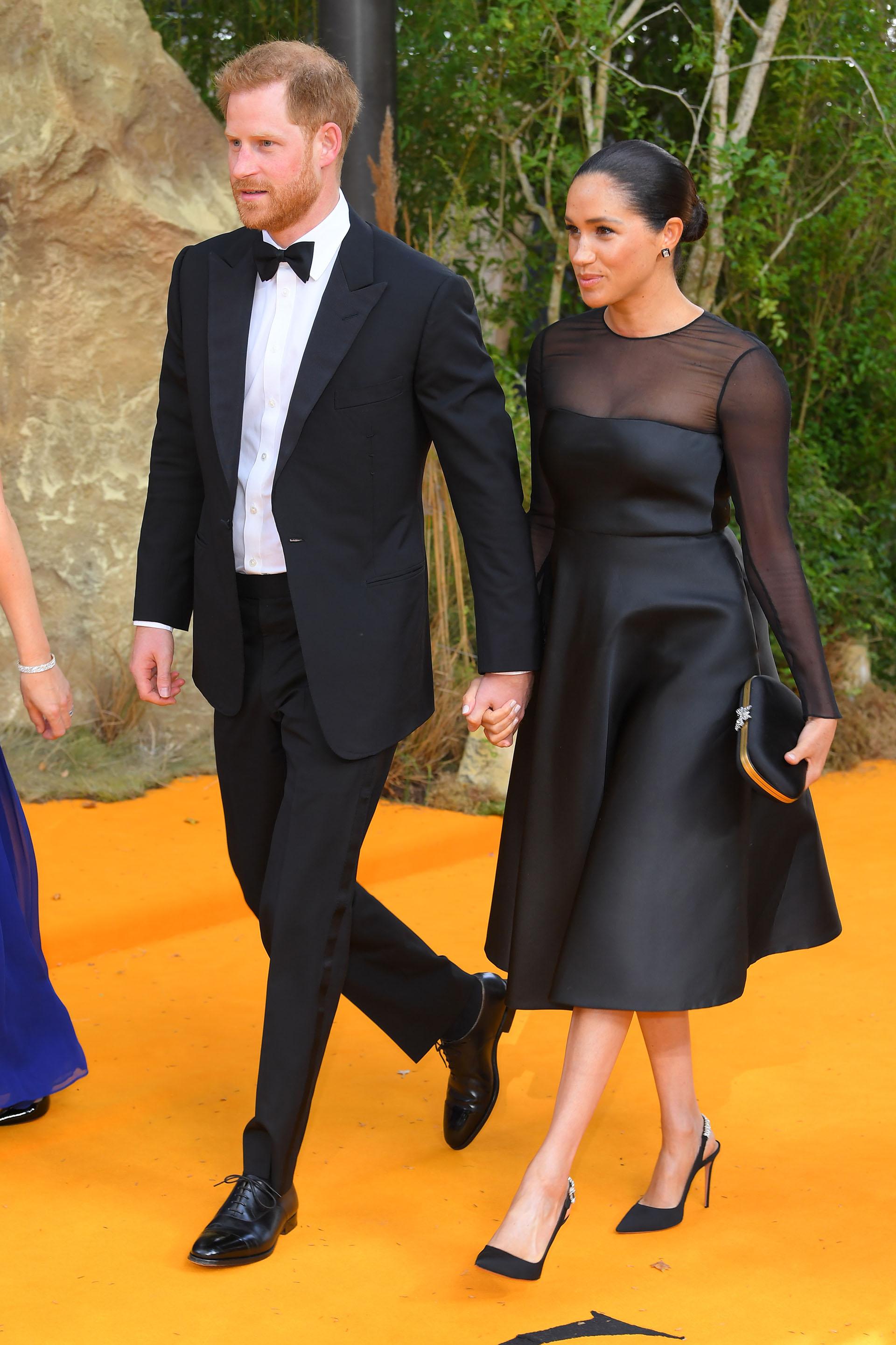 El príncipe con un tuxedo y la duquesa con un vestido negro de mangas largas de Jason Wu (David Fisher/Shutterstock (10332765ar))