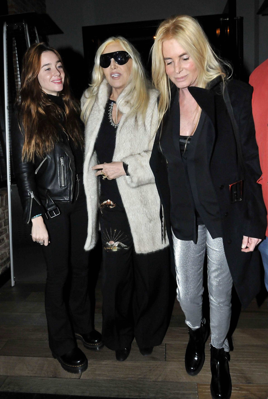 Susana junto a su nieta, Lucía, y su hija, Mecha