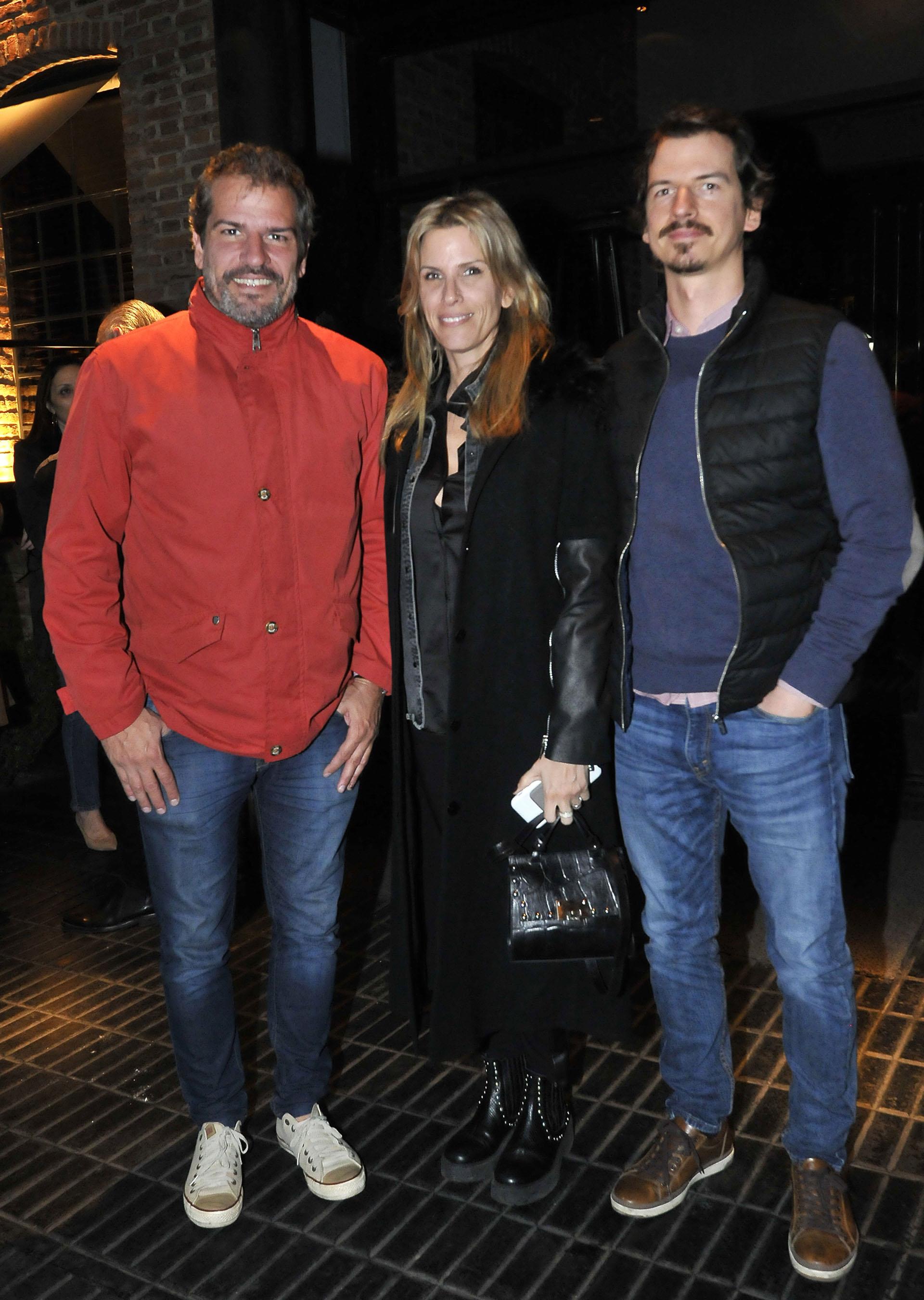 Los hermanos de la diva, Patricio, Carolina y Federico Giménez, también la acompañaron