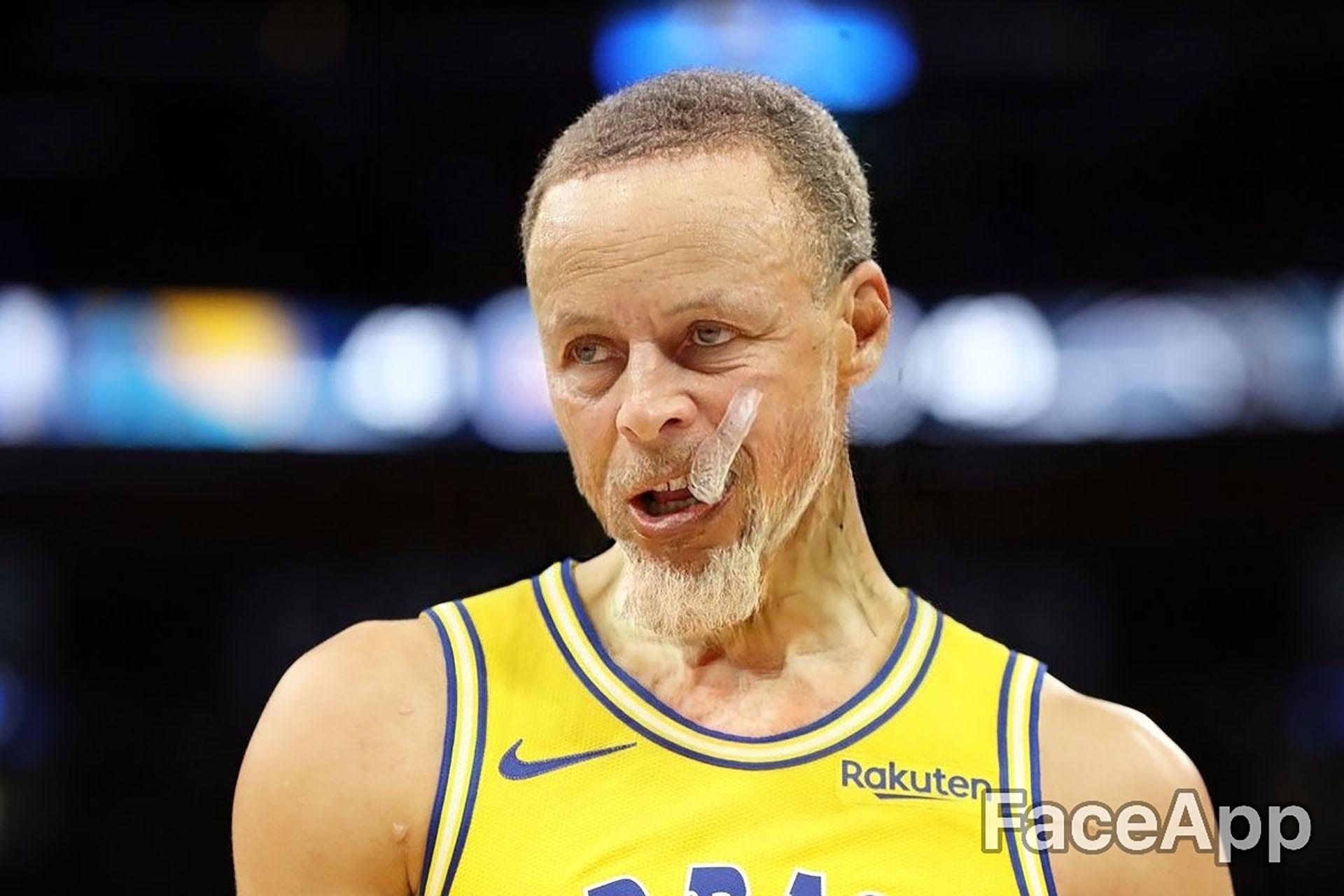 Stephen Curry tiene 82 años y sigue masticando el protector bucal