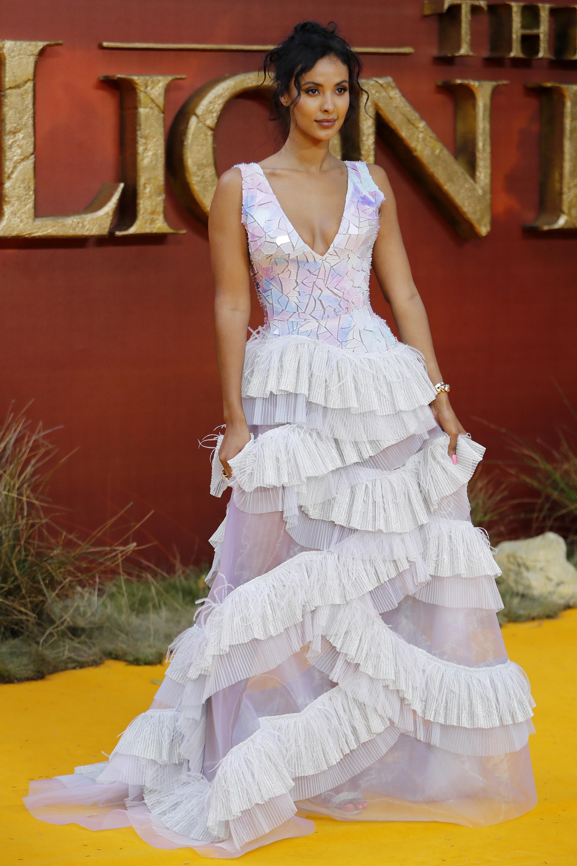 La presentadora Maya Jama con un vestido con juegos de textura