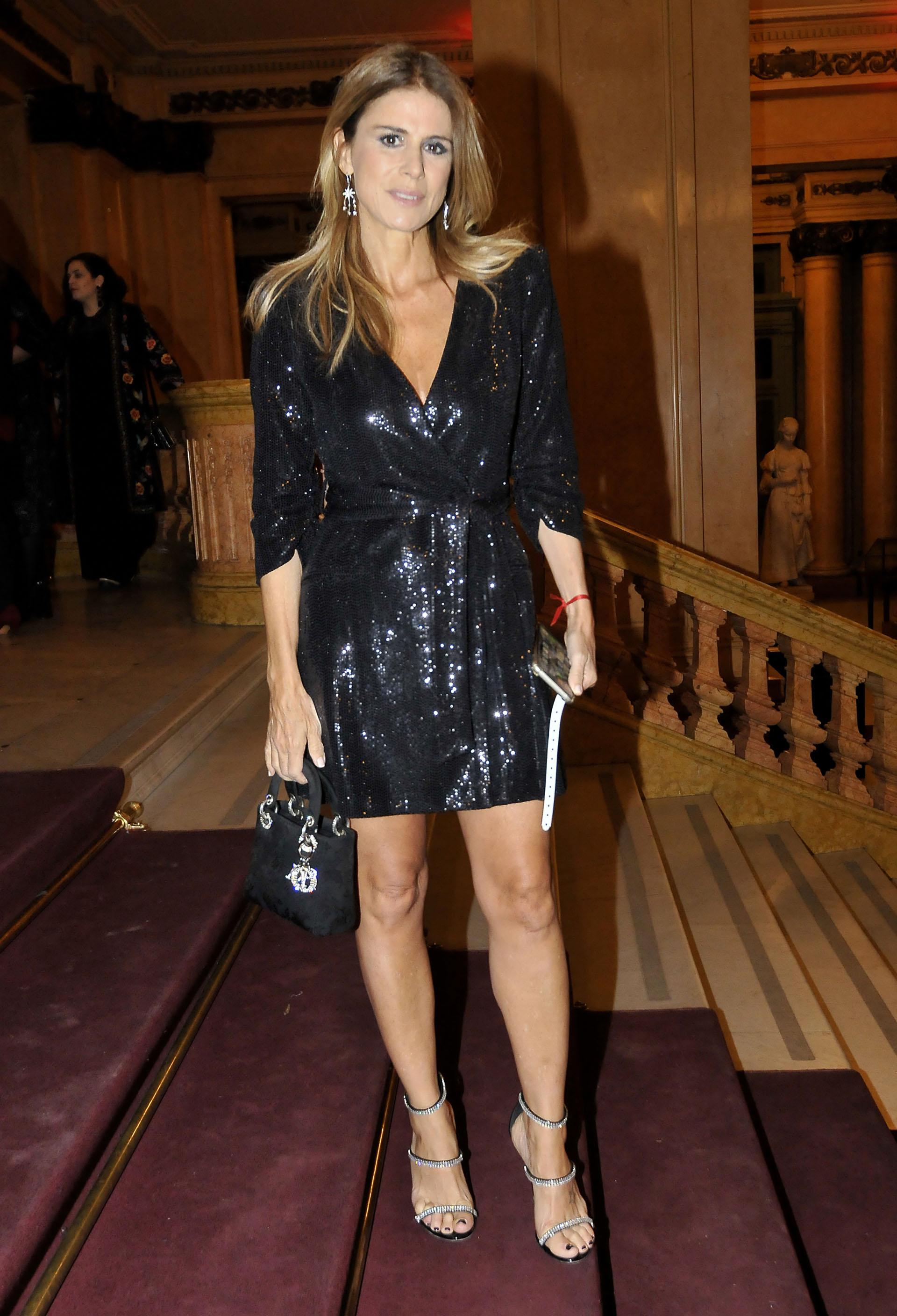 Flavia Palmiero lució un vestido negro