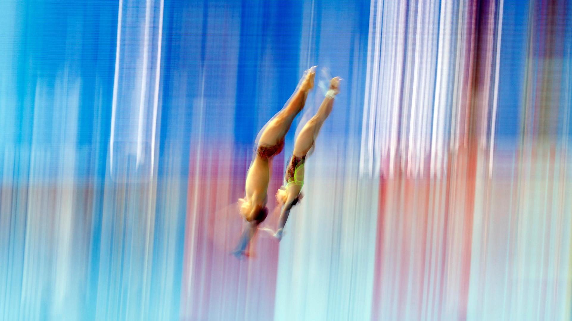 El salto de 10 metros de as surcoreanasKwon Ha-lim y Kim Ji-wook de Corea del Sur