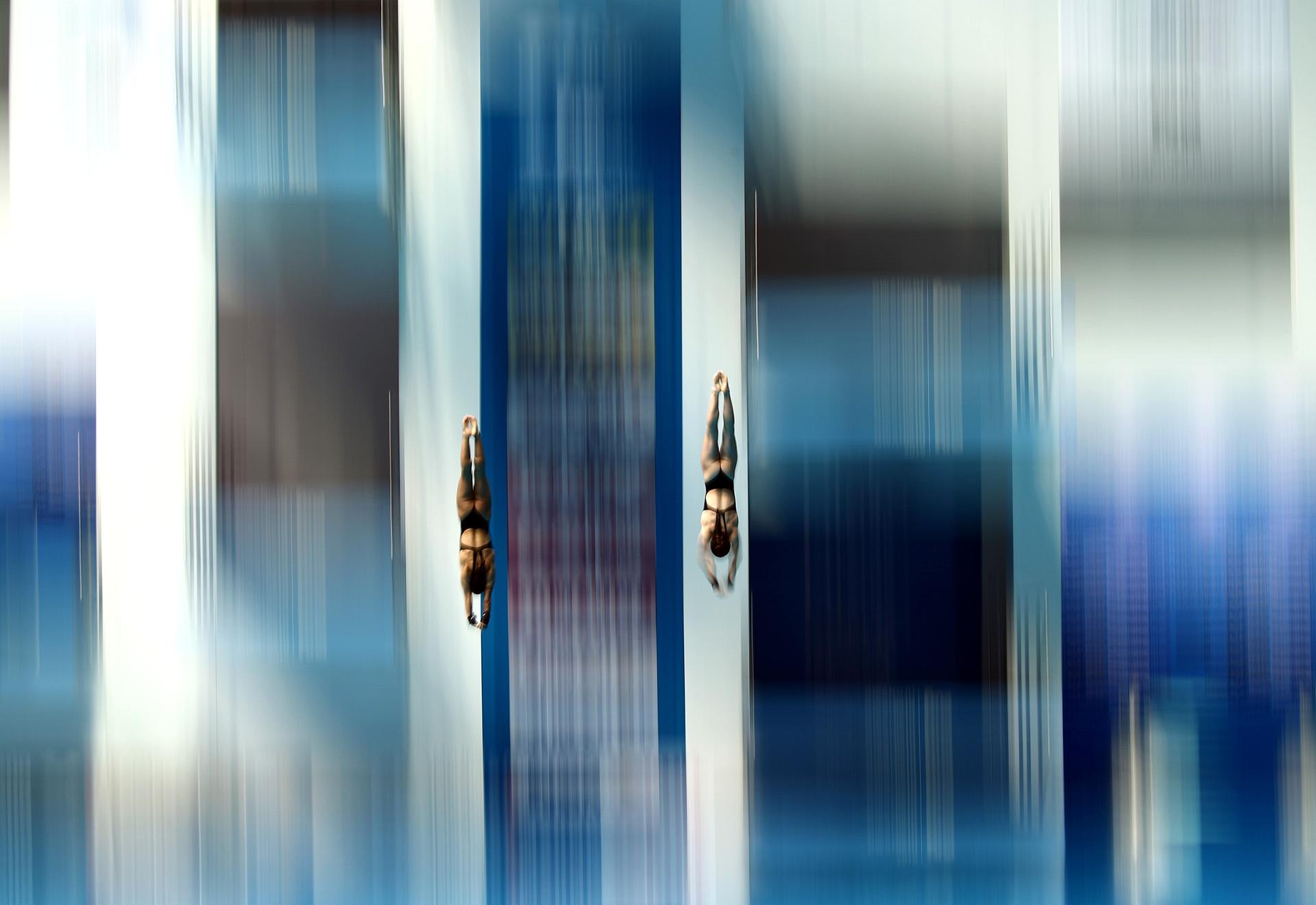 A toda velocidad, las canadienses Caeli McKay y Meaghan Benfeitoenel salto sincronizado desde la plataforma de10 metros