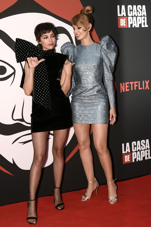 Úrsula Corberó y Esther Acebo, las protagonistas de la tercera temporada de la serie española 'La Casa de Papel', presentaron su trabajo en Francia
