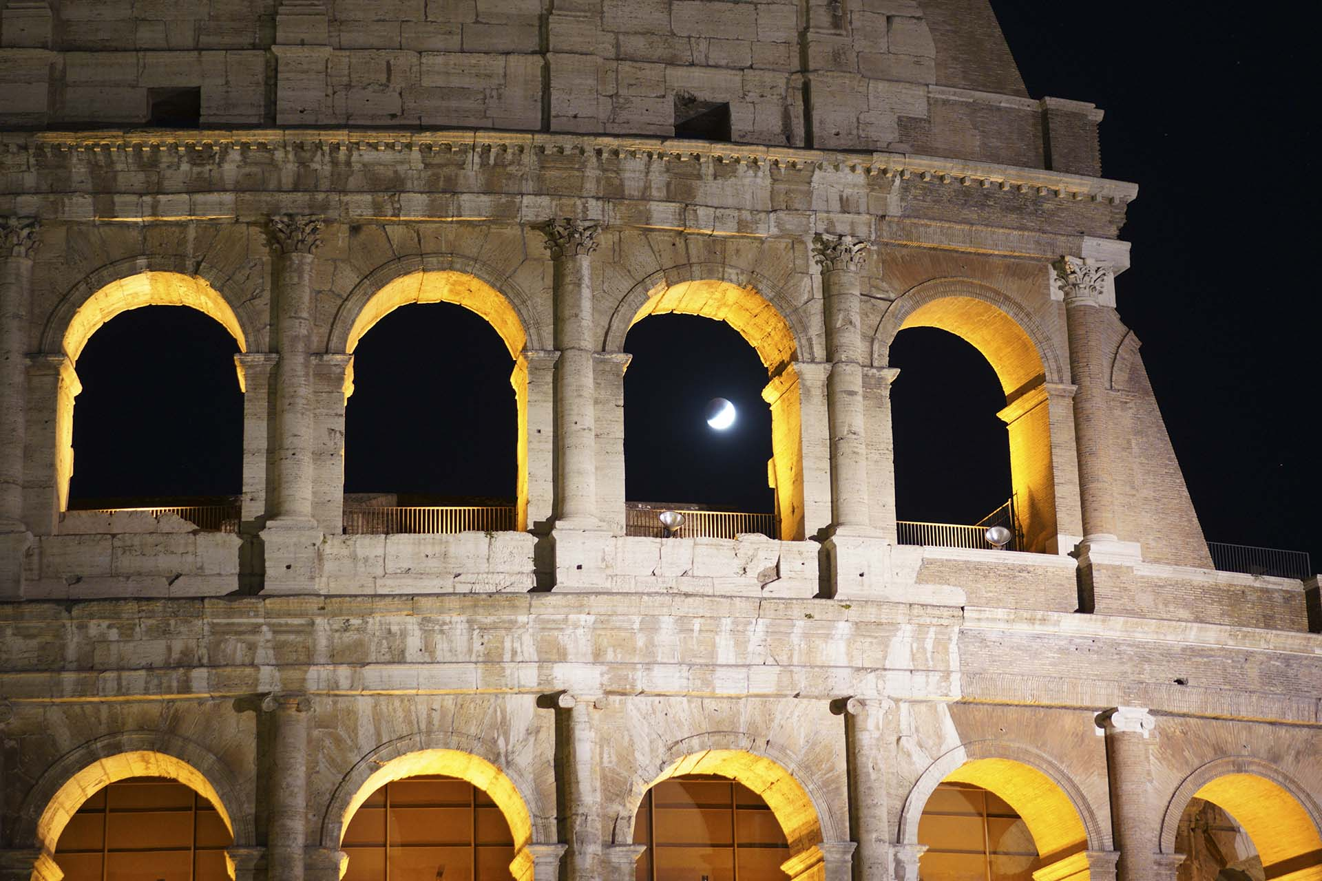 Junto al Coliseo de Roma (AP Photo/Andrew Medichini)