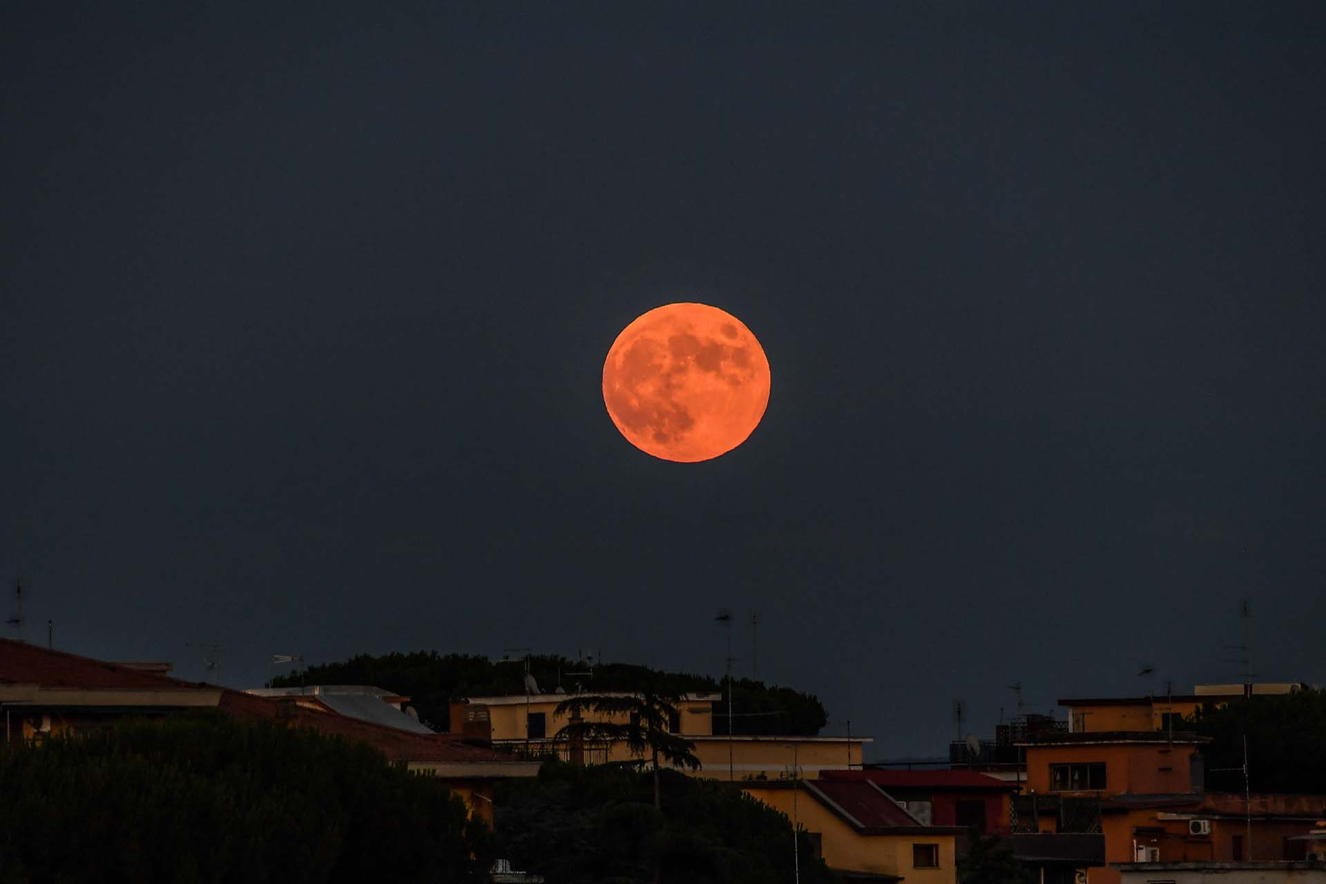 En el cielo de Roma, Italia (Photo by Andreas SOLARO / AFP)