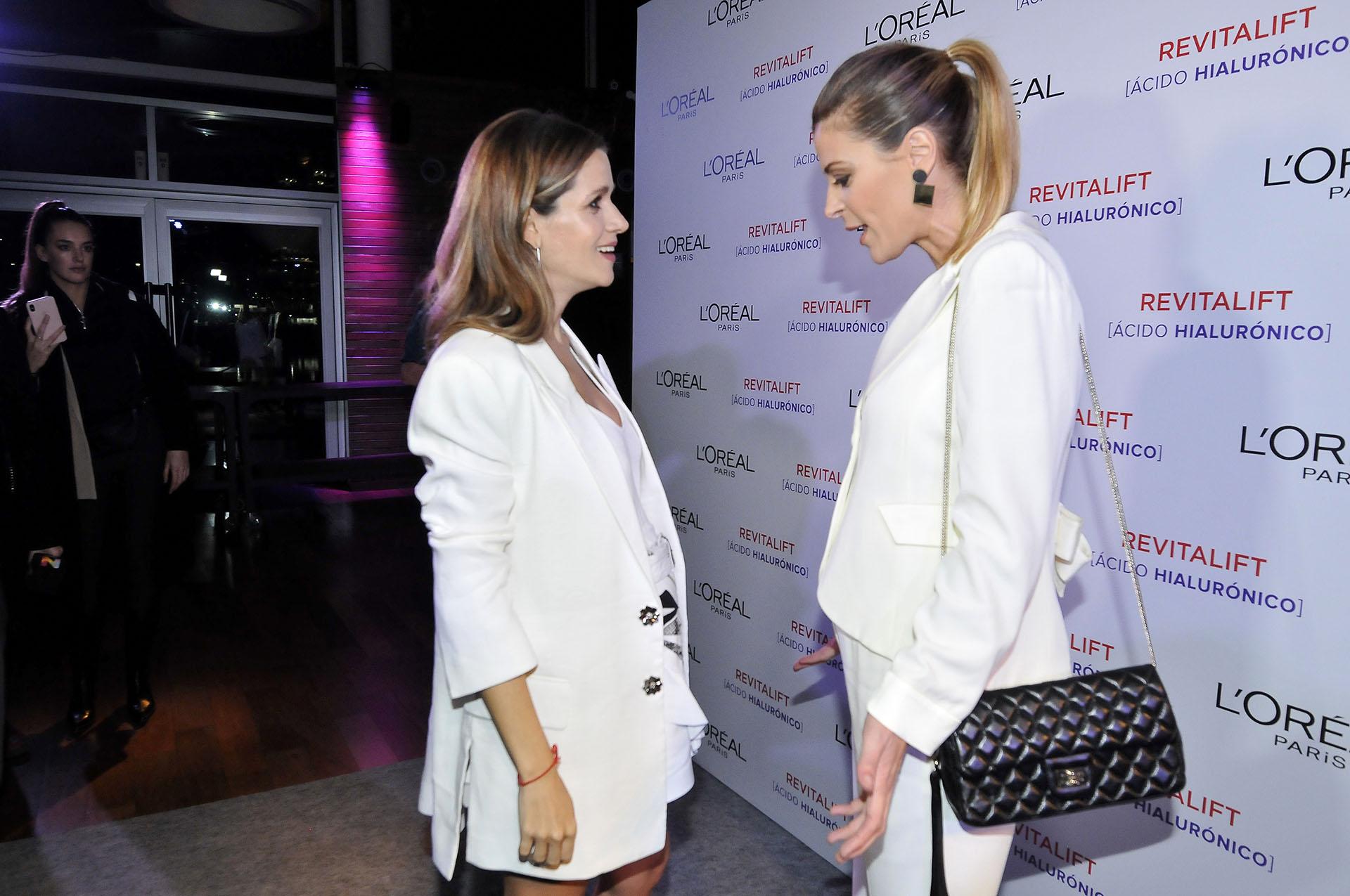Entre pancitas: Violeta Urtizberea y Eugenia Tobal, ambas embarazadas de siete meses, compartieron un encuentro en el evento de L´Oreal (Foto: Darío Batallan / Teleshow)