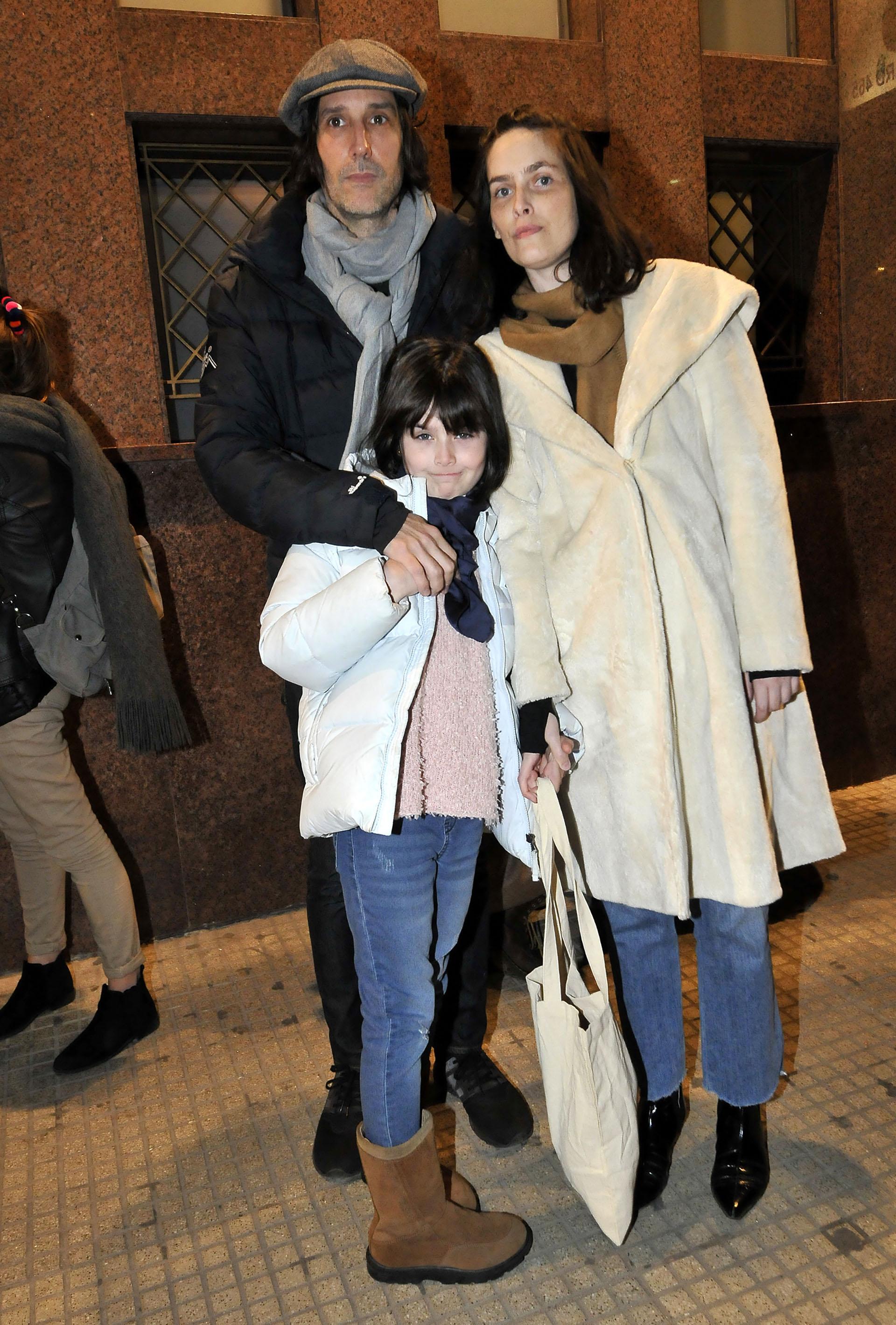 Juan Cruz Bordeu, el hijo de Graciela Borges, asistió junto a su ex pareja, Ileana González, y su hija, María Jesús (Fotos: Darío Batallán / Teleshow)
