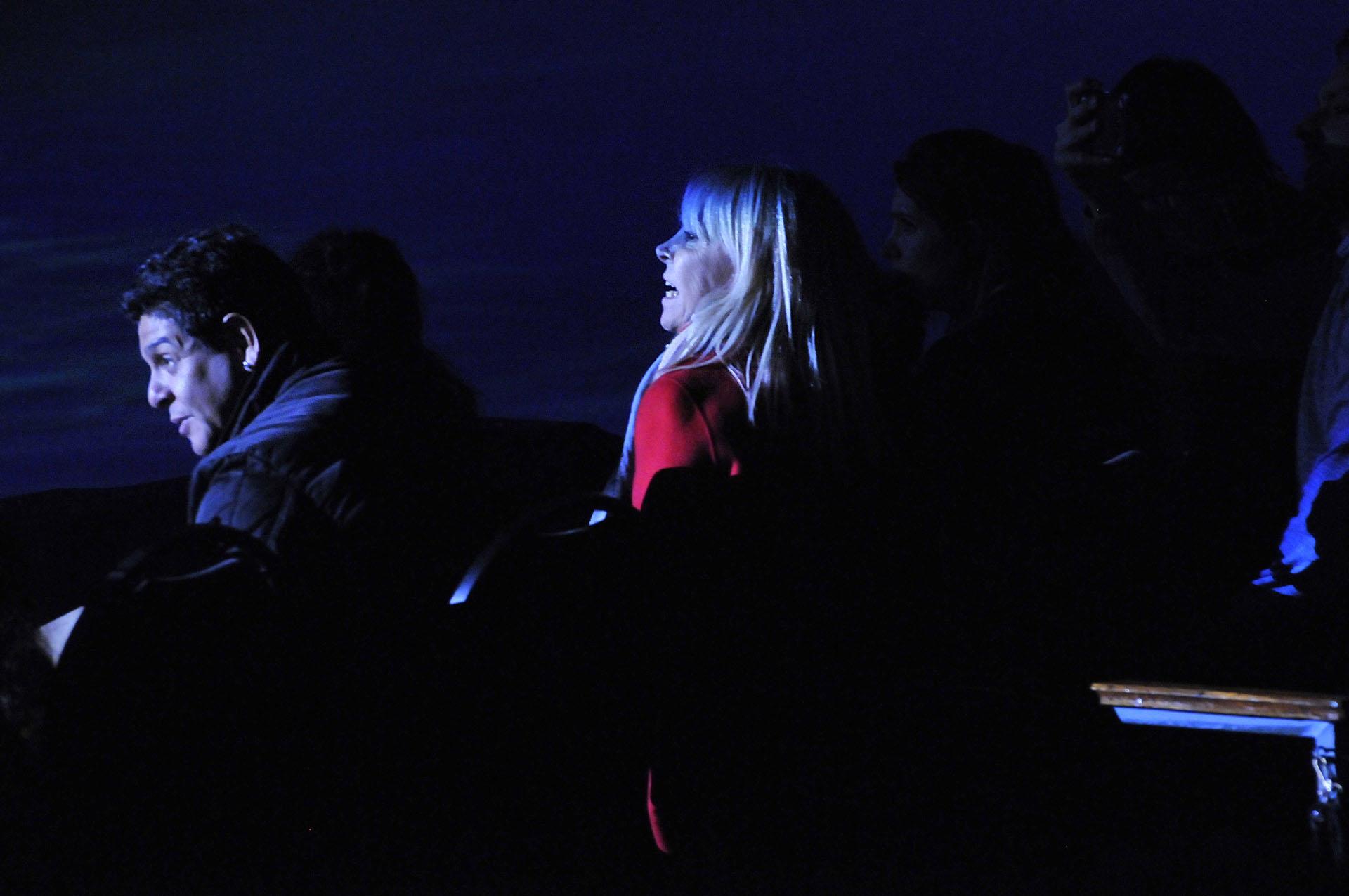 A pesar de los conflictos judiciales con Diego Maradona, Claudia Villafañe estuvo viendo el espectáculo acompañada por su ex cuñado, Lalo