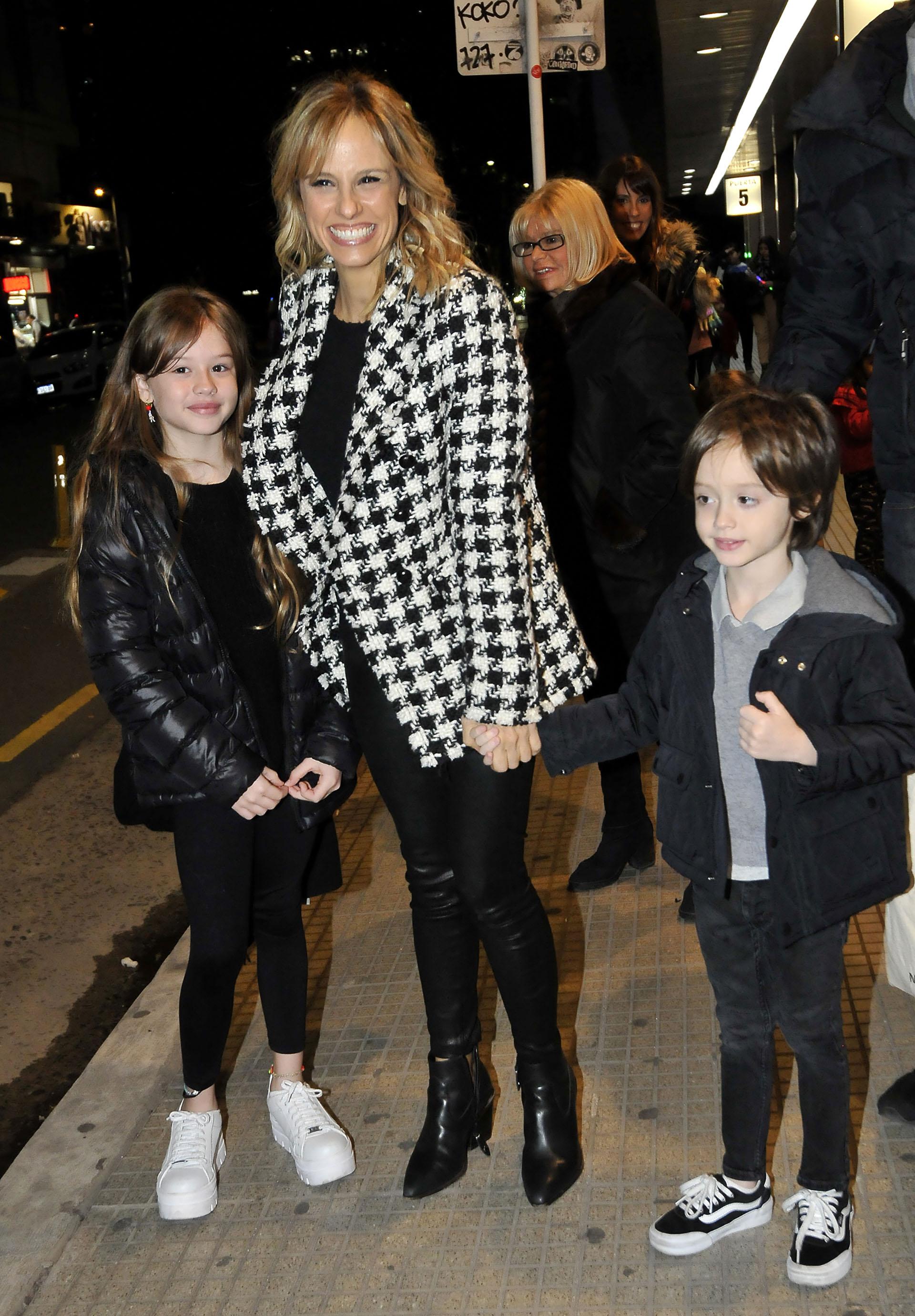 Mariana Fabbiani llevó a sus dos hijos, Matilde y Máximo