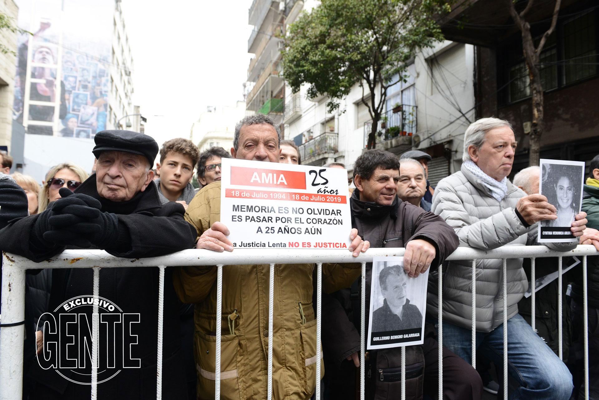 Una multitud acompañó el reclamo de Memoria, Verdad y Justicia. Foto: Julio César Ruiz/GENTE