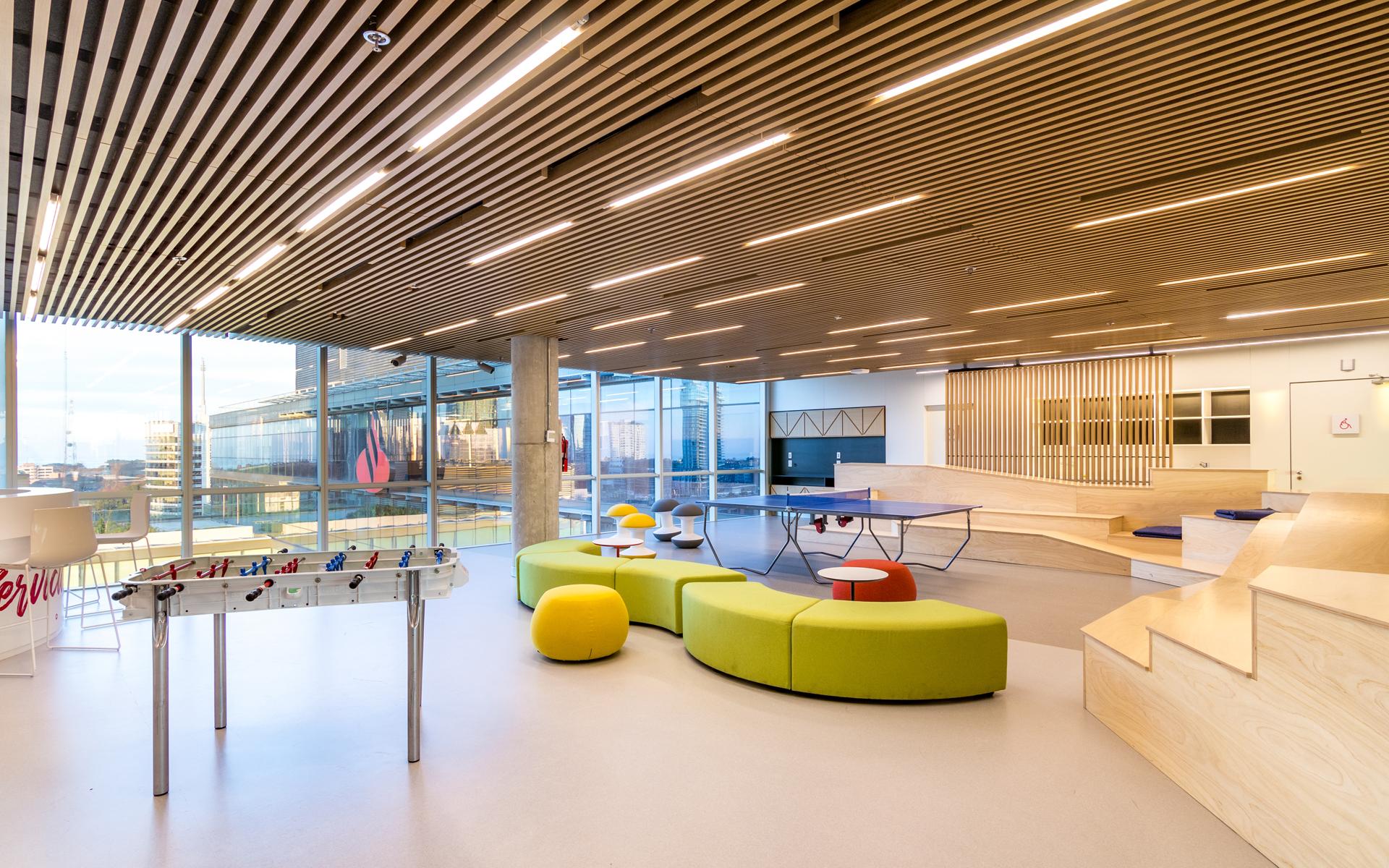La nueva sede corporativa de Santander Argentina alberga a más de 2.500 empleados, que cuentan con espacios de recreación y distensión.