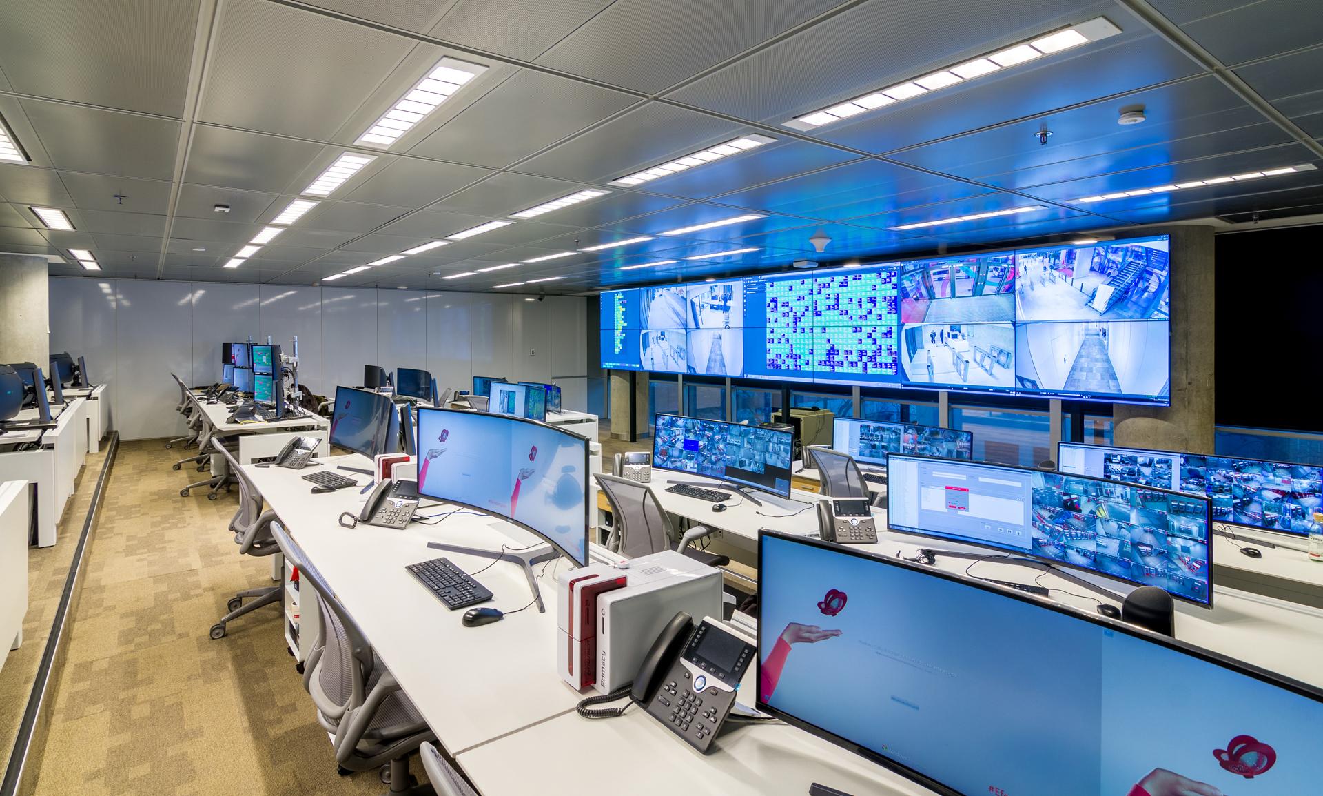 En el Centro de Control de Seguridad del Banco se monitorean todas las sucursales de la entidad en el país.