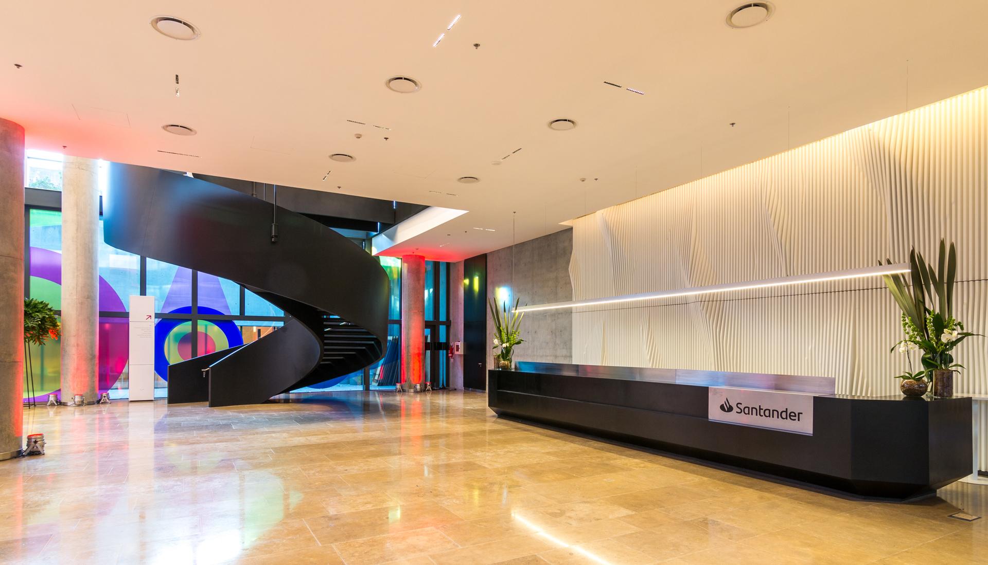 Hall de entrada de la nueva sede.