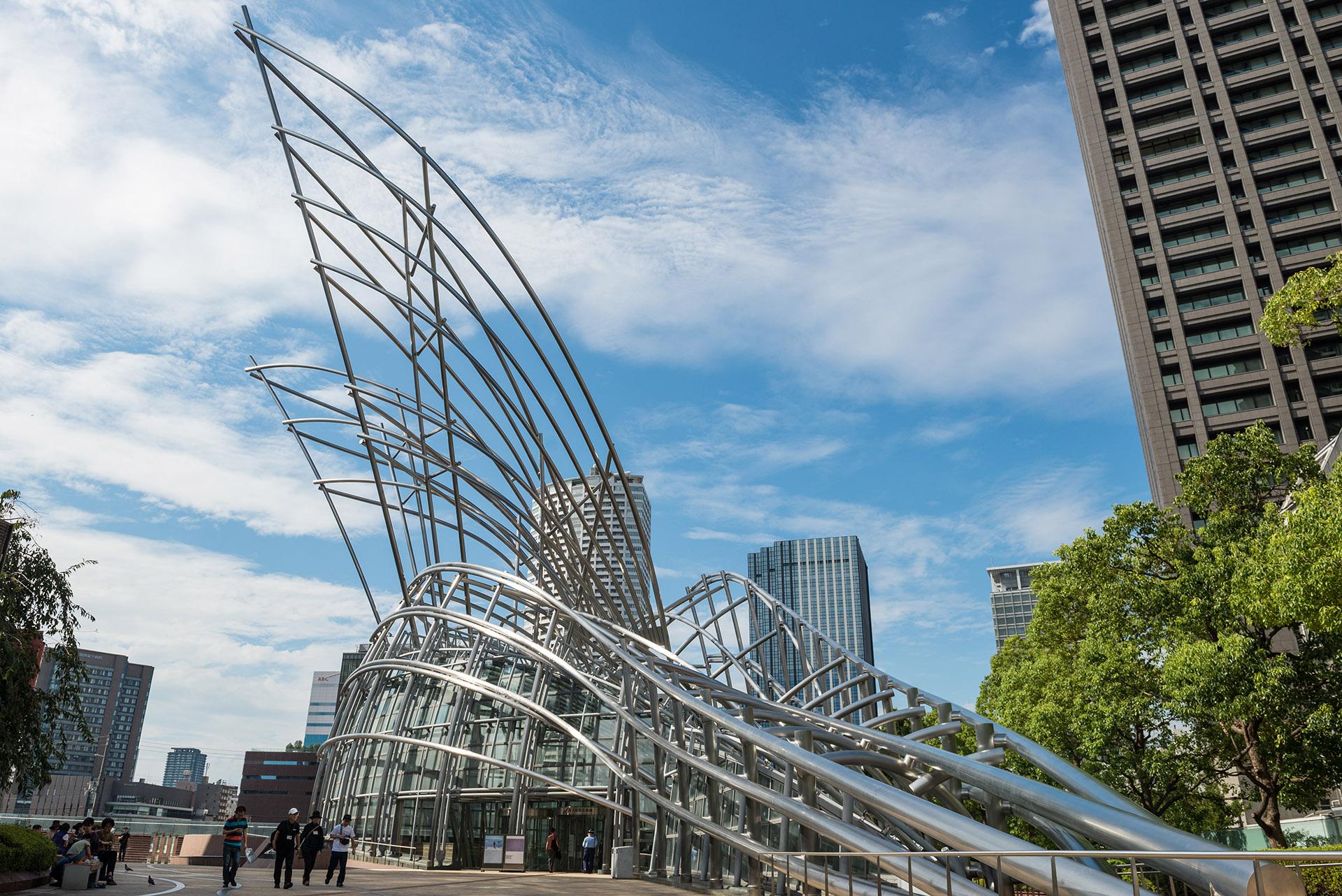 Museo Nacional de Arte, Osaka. Otra obra colosal de Pelli. Todo el museo fue diseñado por él y también sugirió que la estructura sea un diseño visible. (Shutterstock)