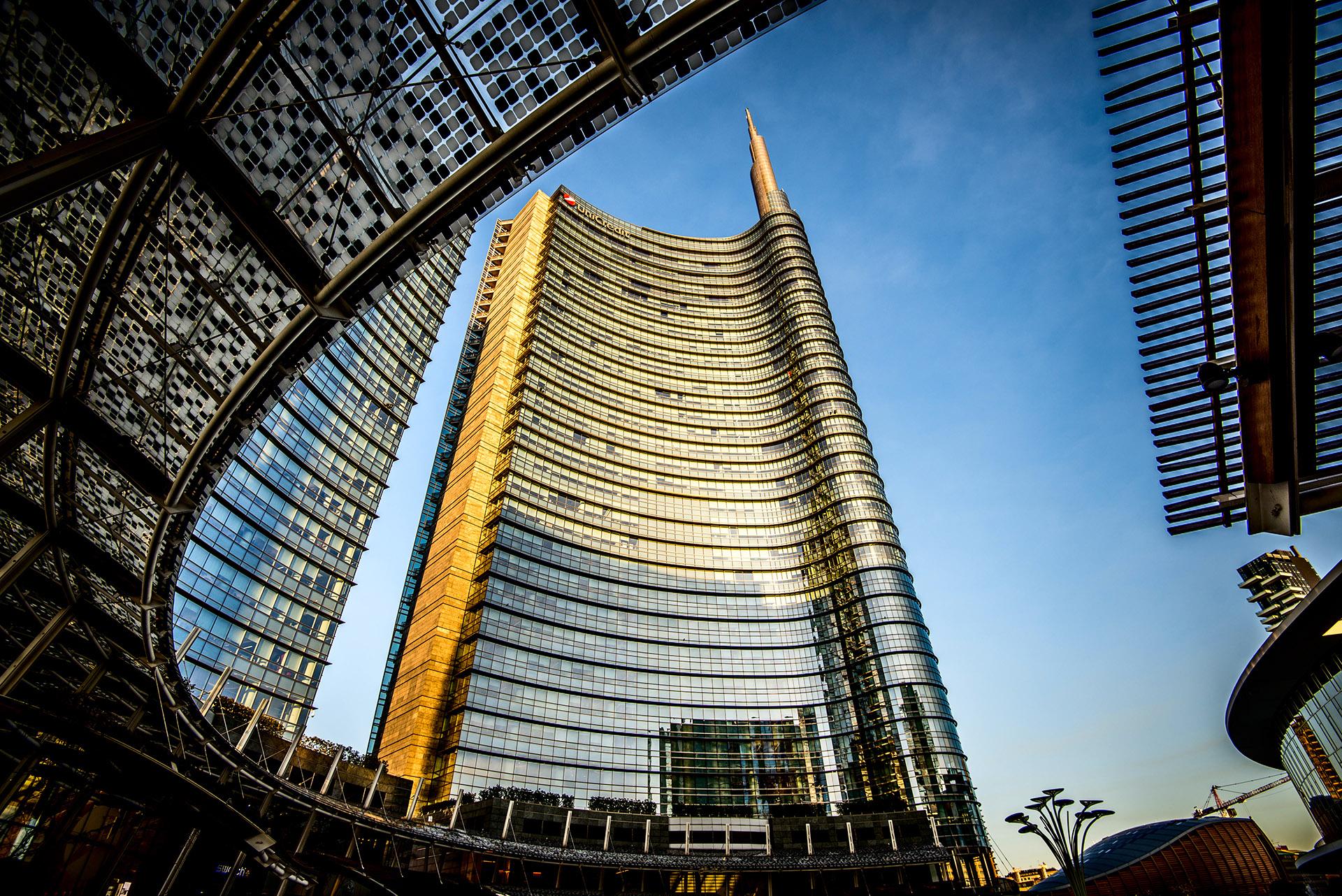 En Milán, Pelli diseñó la La Torre Unicredit, el edificio más alto de la ciudad de Milán. Con una altura de 231 metros, la estructura de la torre se finalizó en el 2011 y es hoy la sede del banco UniCredit