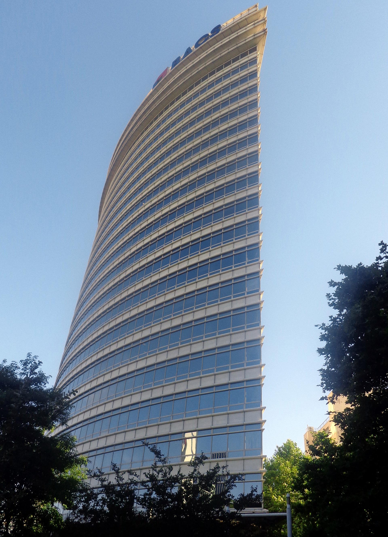Su primera obra en el país fue el Edificio República, ubicado en Catalinas Norte. Se destaca por su fachada en forma de convexo sobre la Avenida Madero y por ser uno de los primeros edificios inteligentes del país.