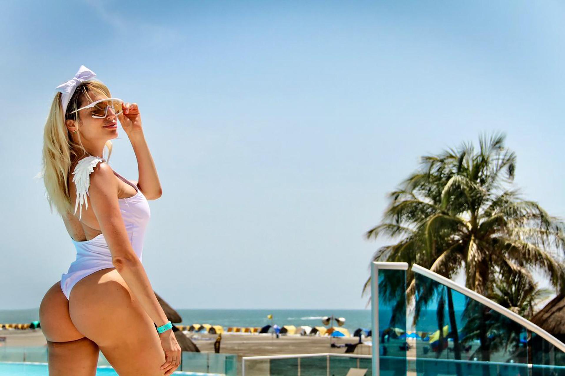 Vicky viajó sin su marido, el empresario Javier Naselli, y desplegó toda su belleza en las playas de Cartagena de Indias