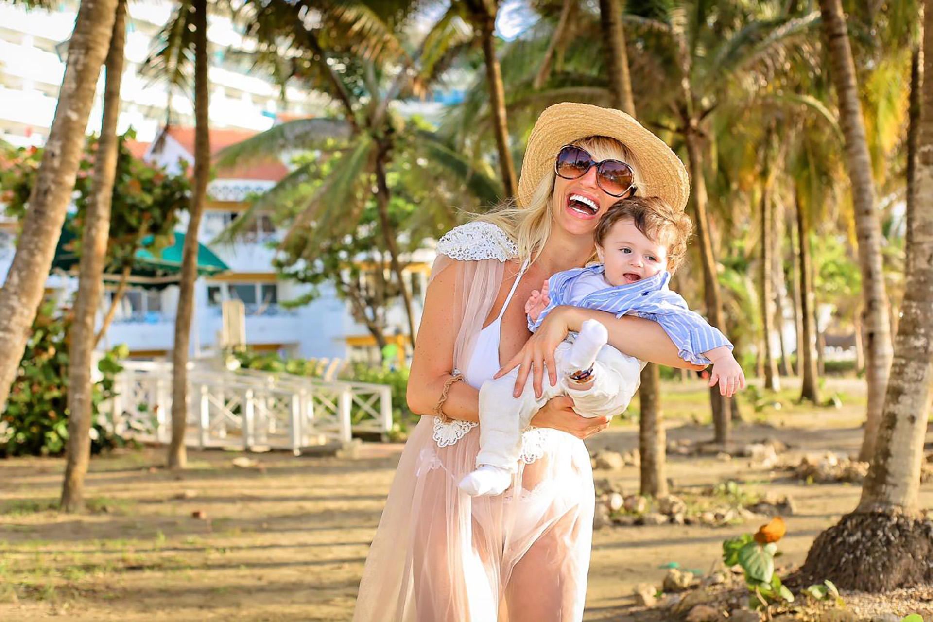 Vicky Xipolitakis viajó a Colombia con su hijo, Salvador Uriel (Fotos: Teleshow)