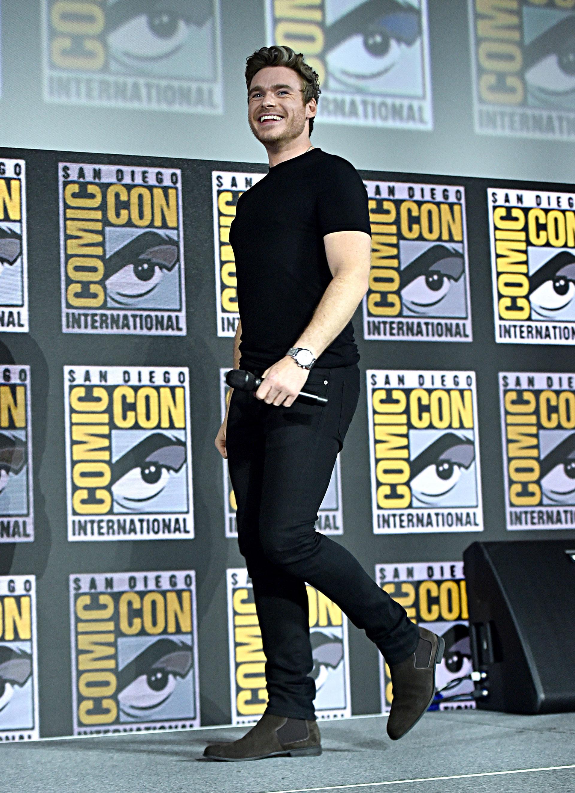 Richard Madden (Ikaris), mantuvo el look negro que lo caracteriza.