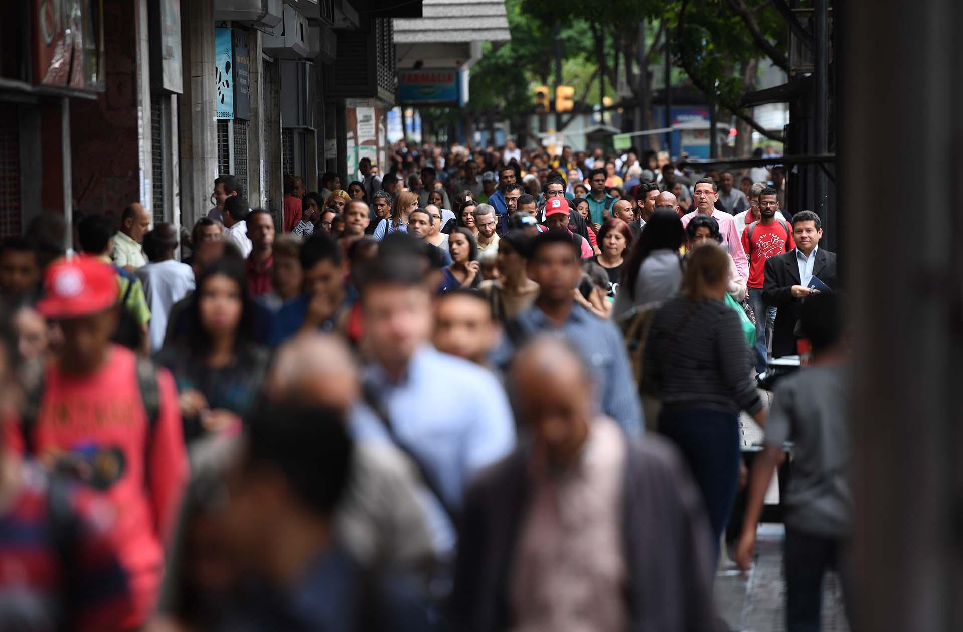 El metro de Caracas dejó de funcionar por el corre, y miles de venezolanosse vieron obligados a volver a sus casas a pie