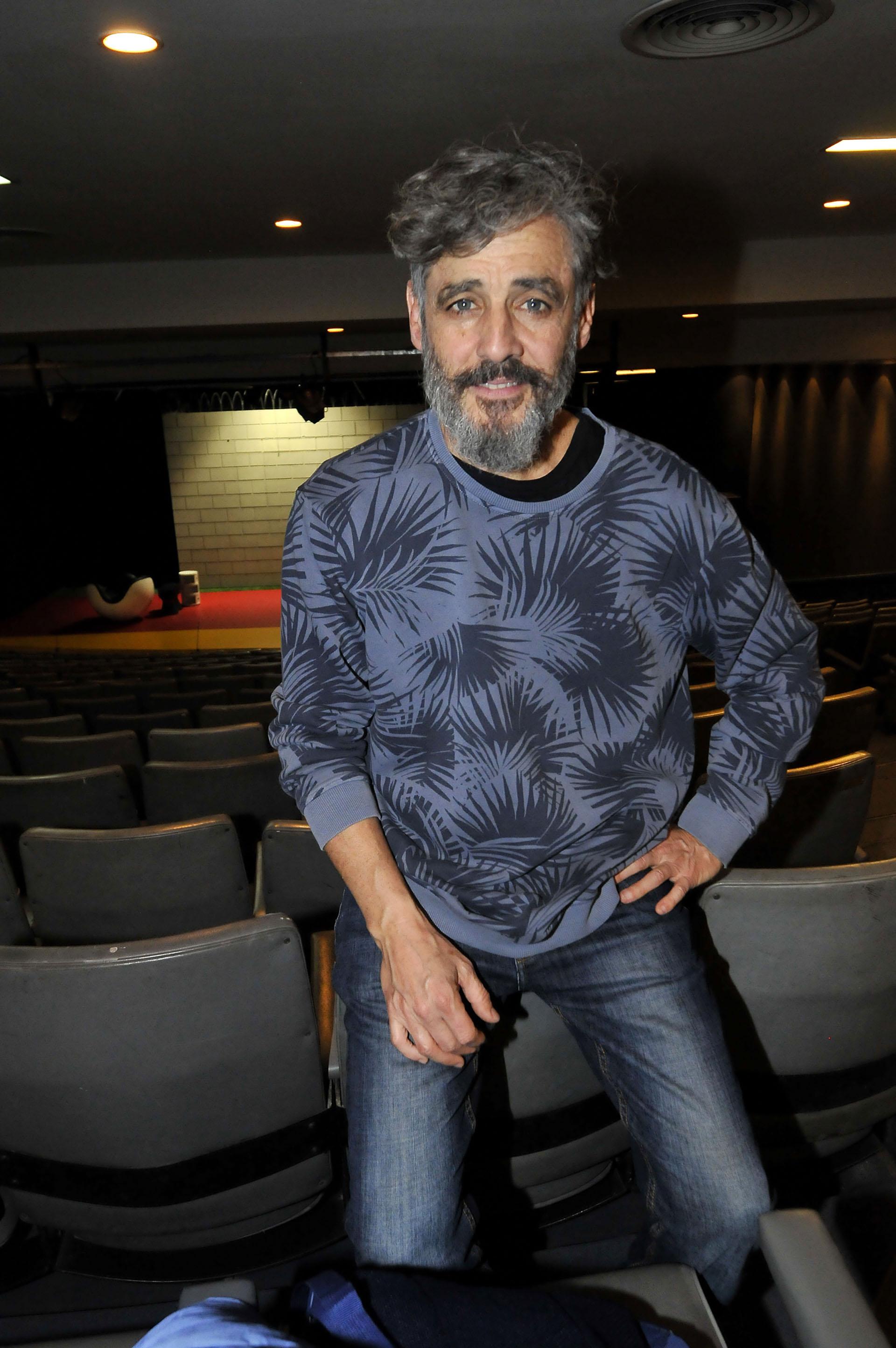Germán Palacios interpreta a Leonardo, un hombre de clase alta que se dedica al diseño