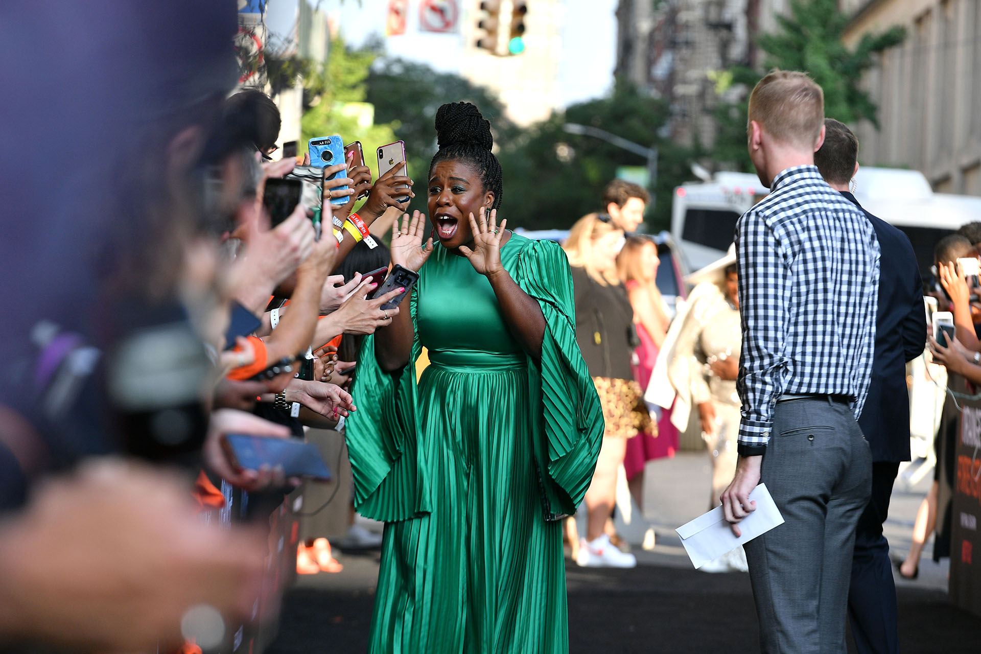Uzo Aduba vistió un mono drapeado en verde esmeralda