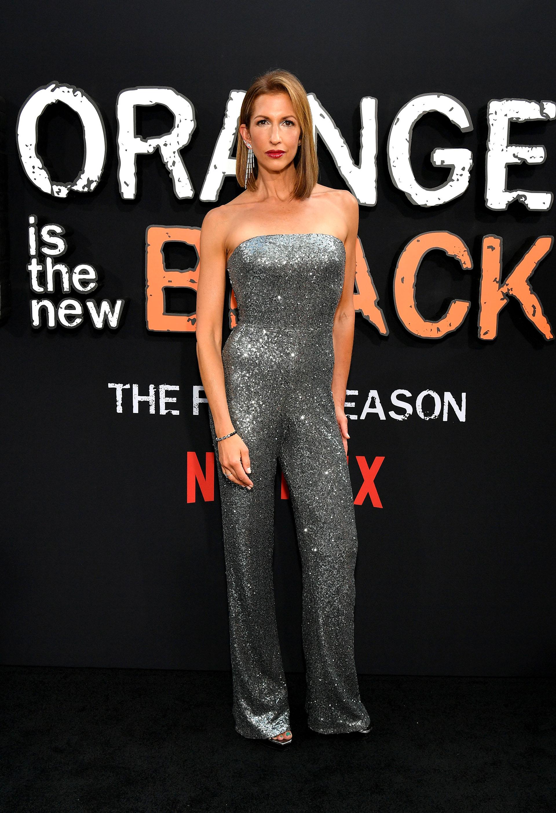 Alysia Reiner un look alusivo a la moda disco