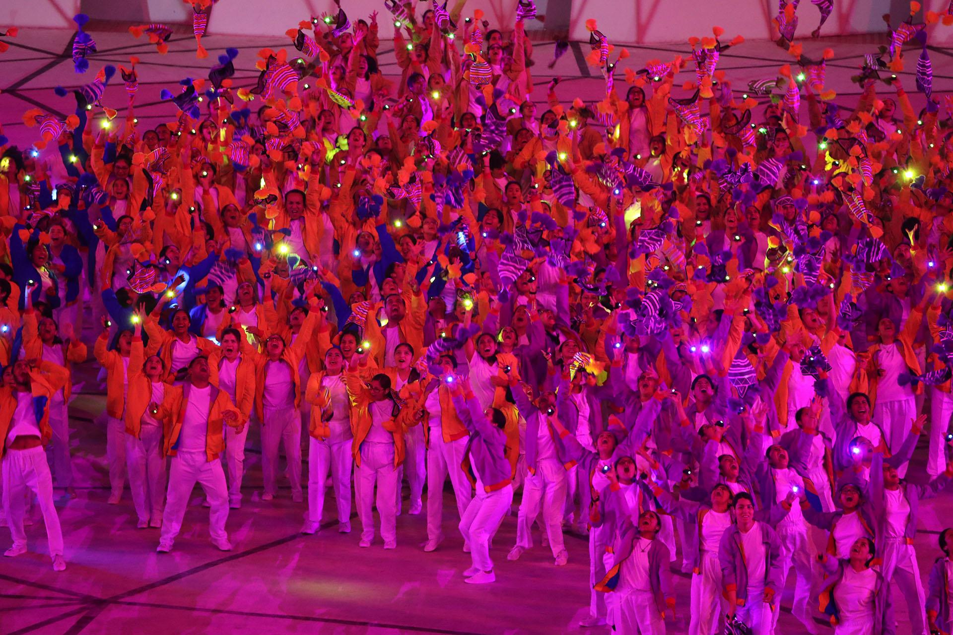 Por el estadio Nacional desfilaron más de 6 mil deportistas (REUTERS/Sergio Moraes)