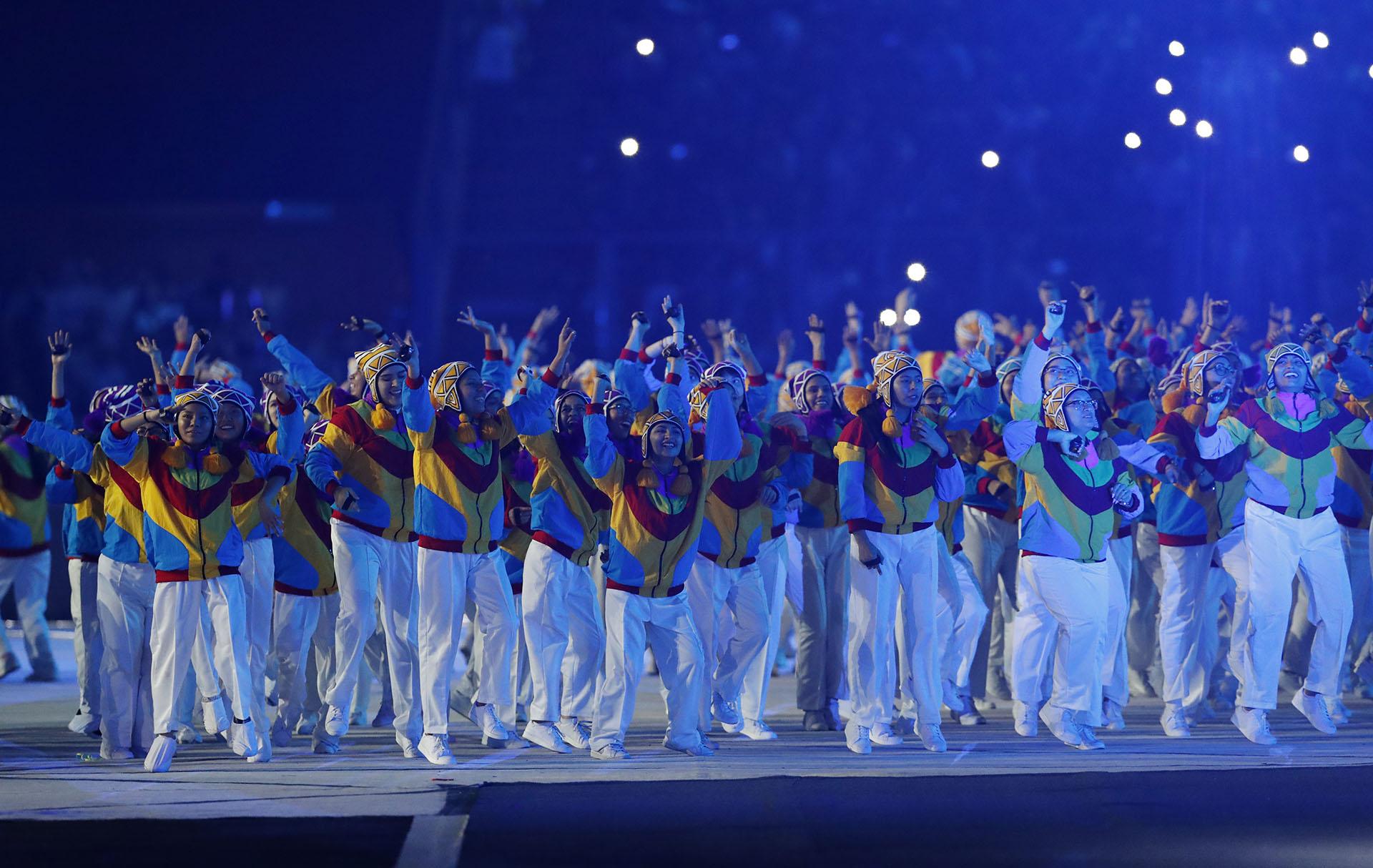 Protagonistas de la ceremonia en pleno baile (REUTERS/Henry Romero)