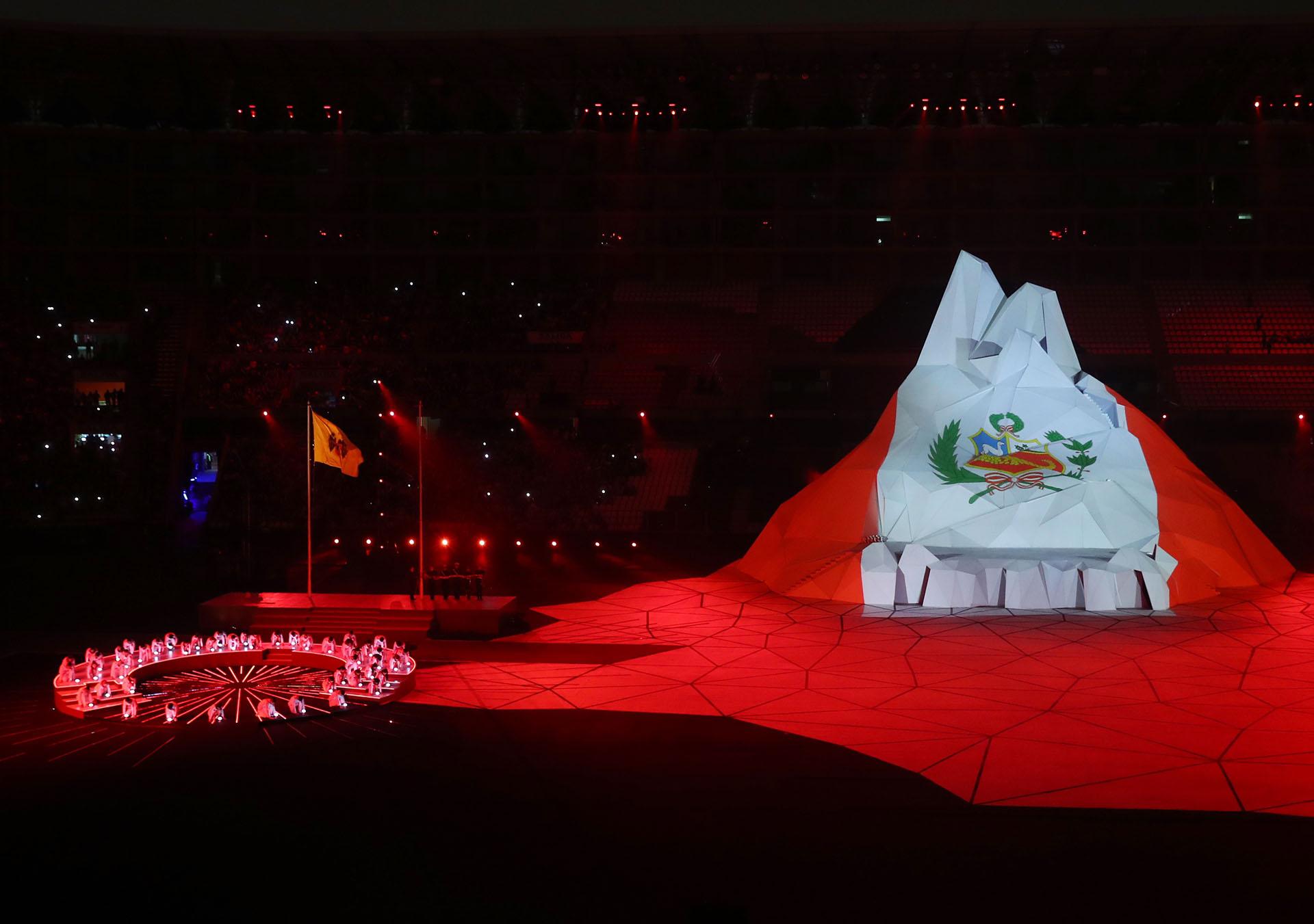 La bandera de Perú en la apertura (REUTERS/Pilar Olivares)